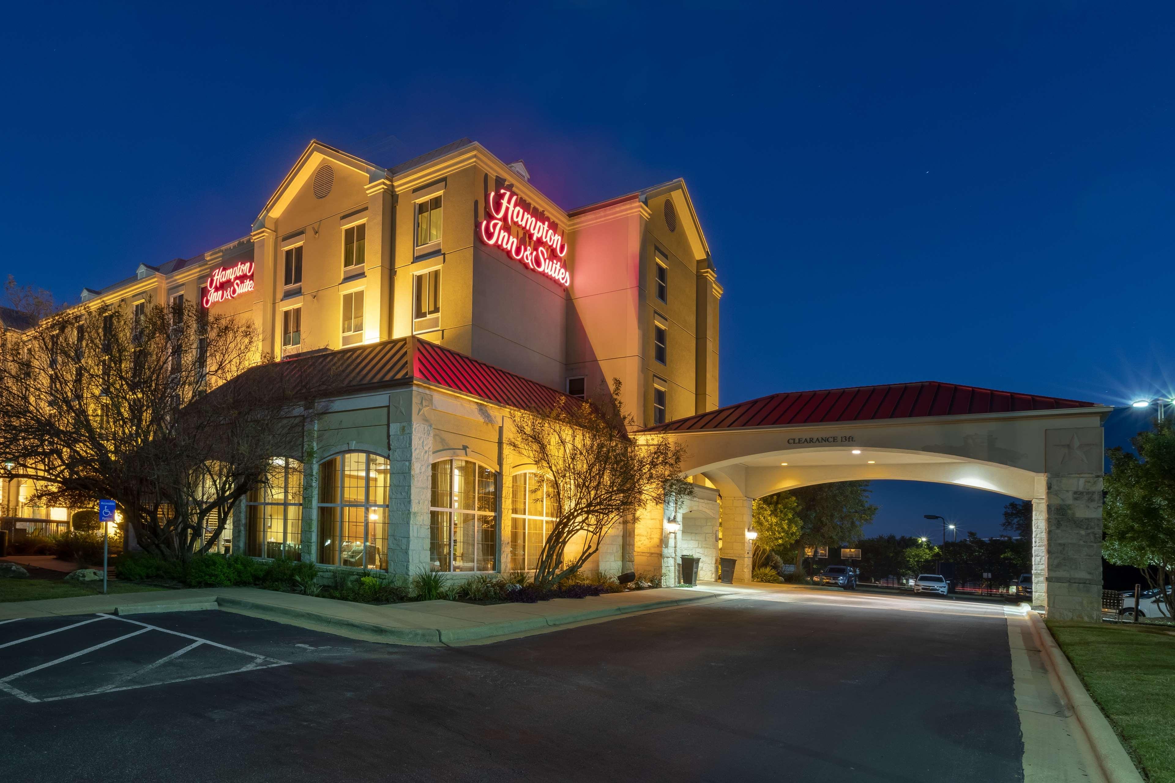 Hampton Inn & Suites Austin-Airport image 1