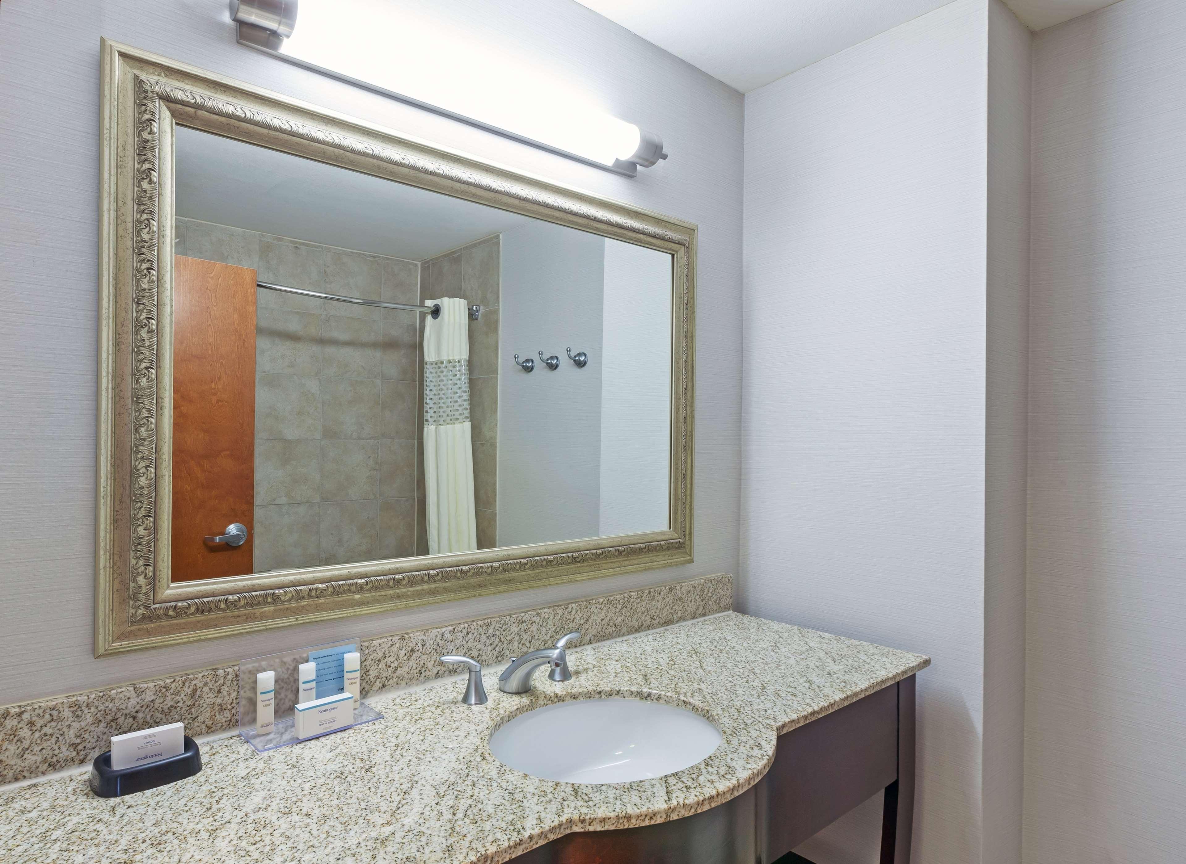 Hampton Inn & Suites Houston-Westchase image 17