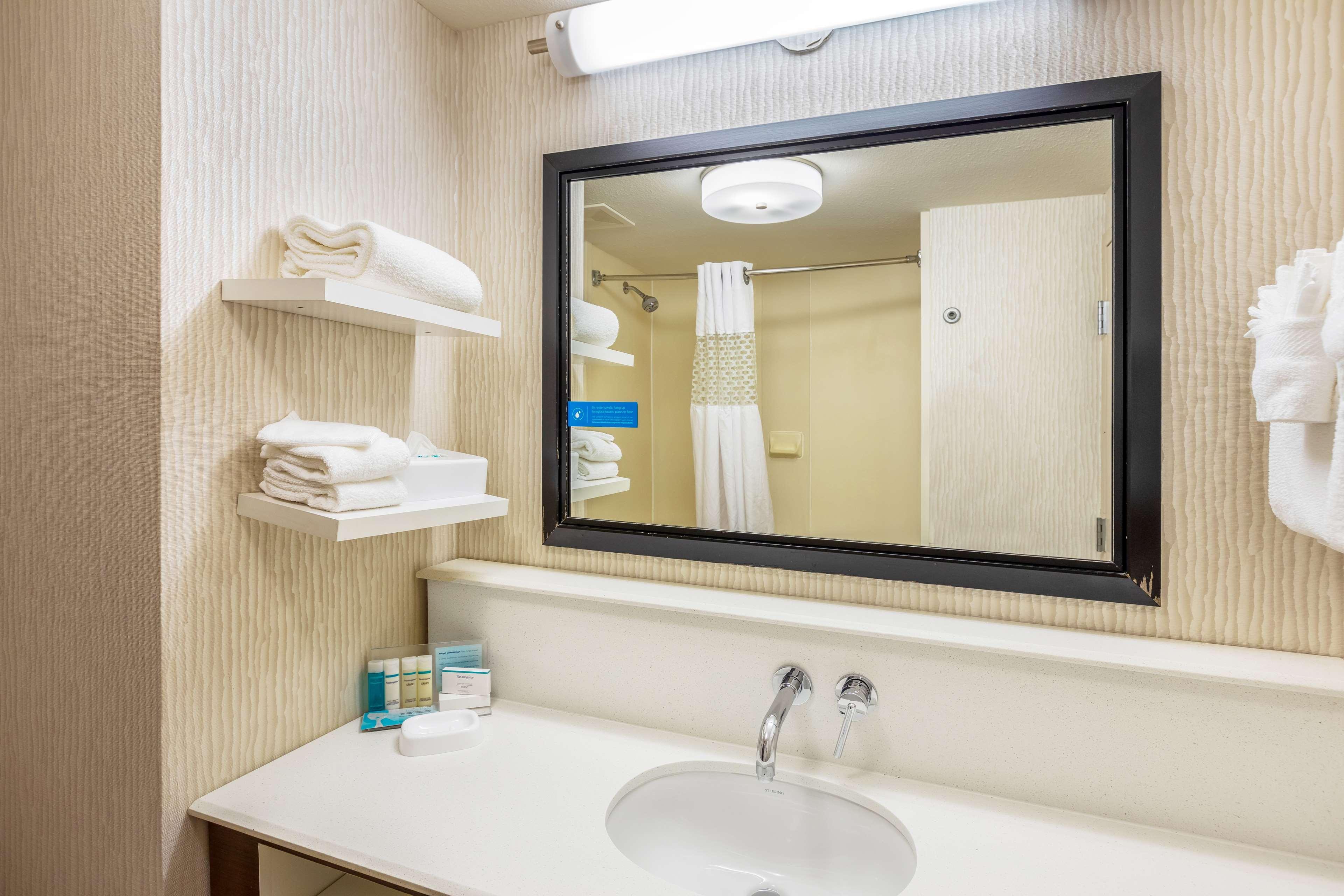 Hampton Inn & Suites Austin-Airport image 29