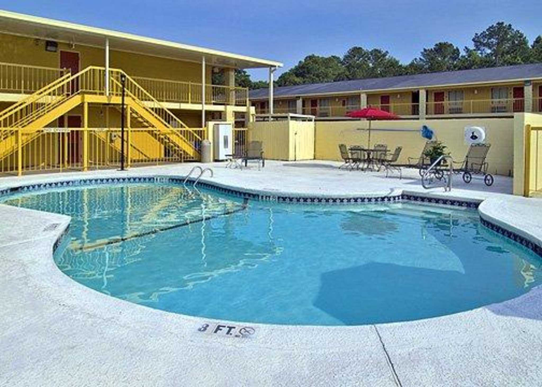 Econo Lodge Inn & Suites at Fort Benning image 13