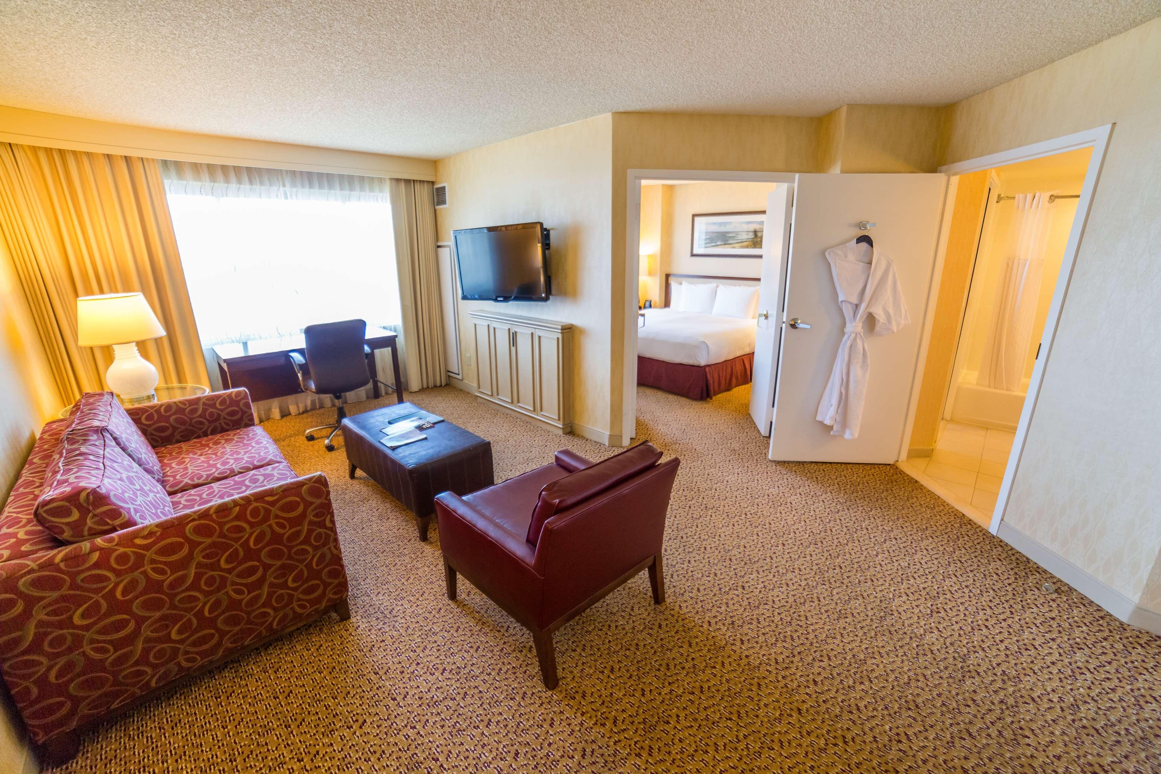DoubleTree Suites by Hilton Hotel Santa Monica image 9