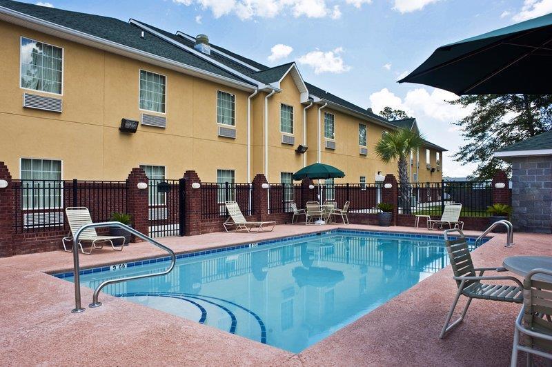 Best Western Plus Bradbury Inn & Suites image 3