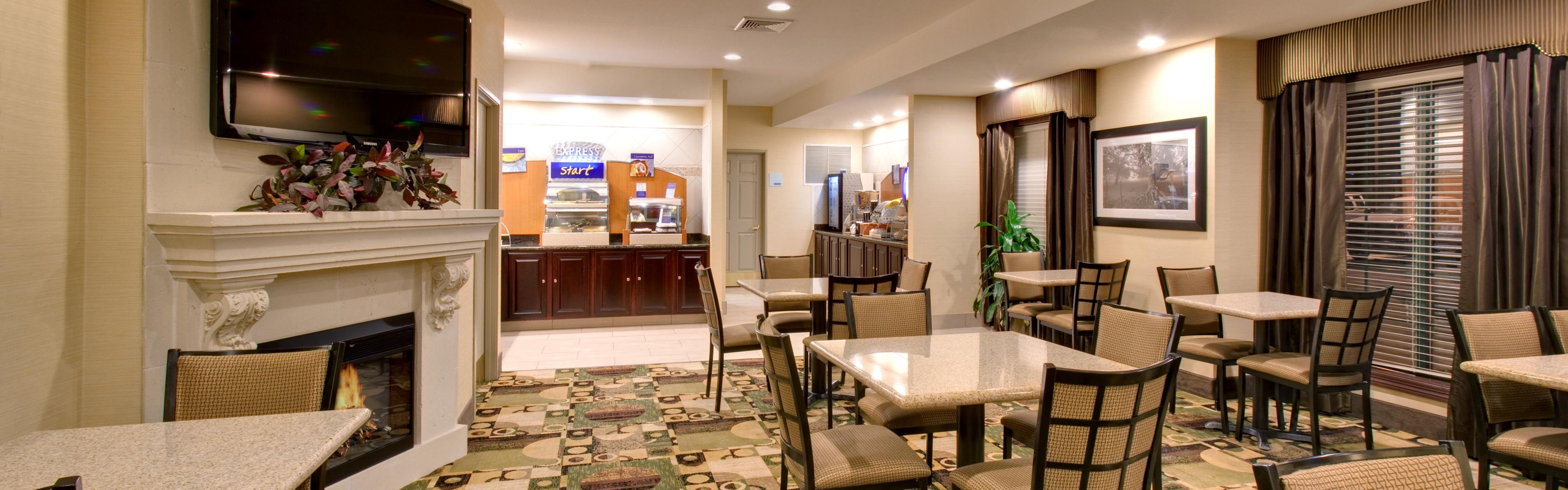 Holiday Inn Express & Suites Pleasant Prairie / Kenosha image 3