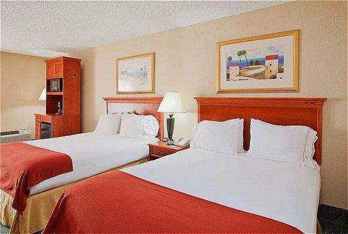 Holiday Inn Express Orange Beach-On The Beach image 3