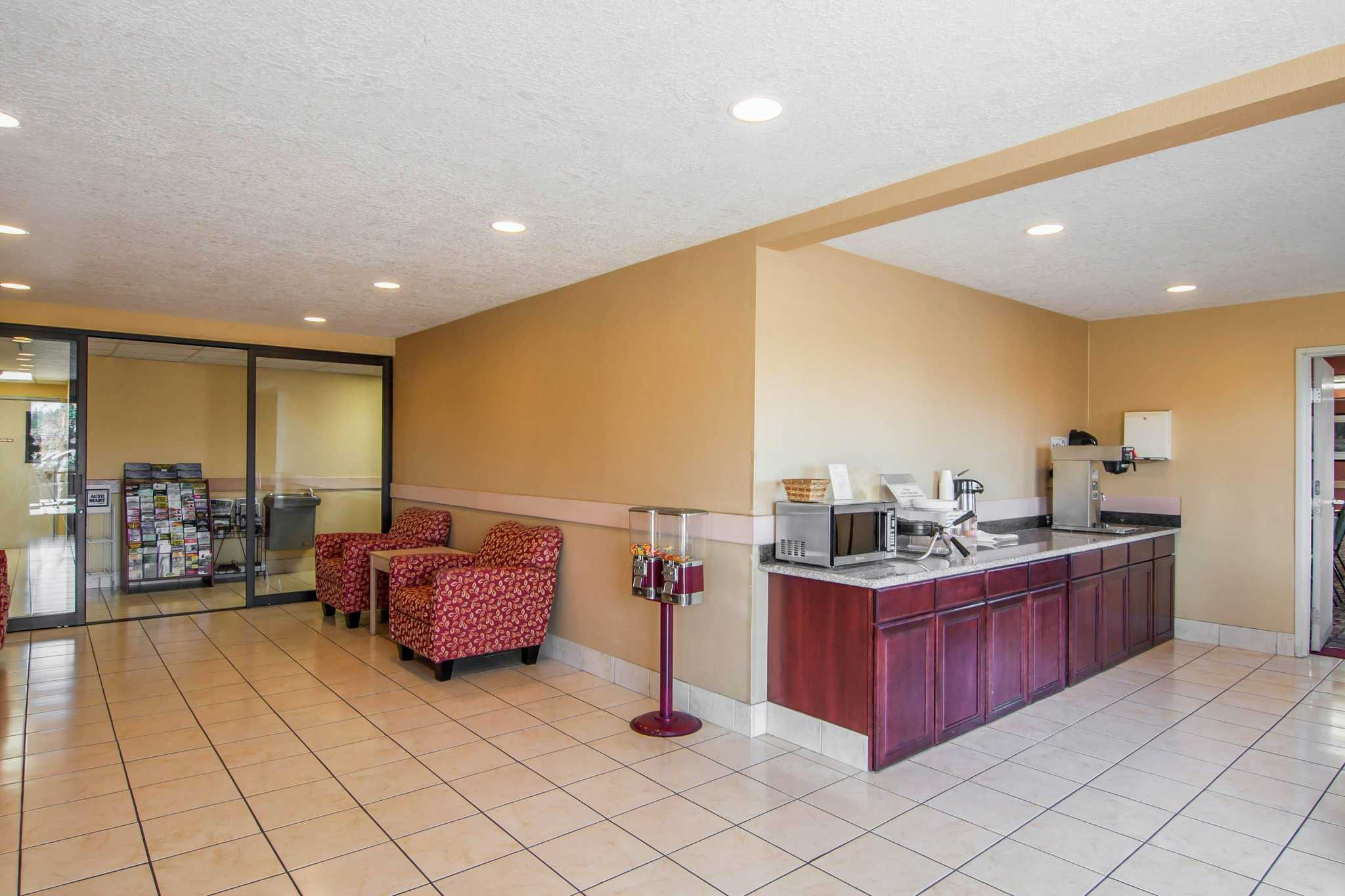 Rodeway Inn & Suites image 16