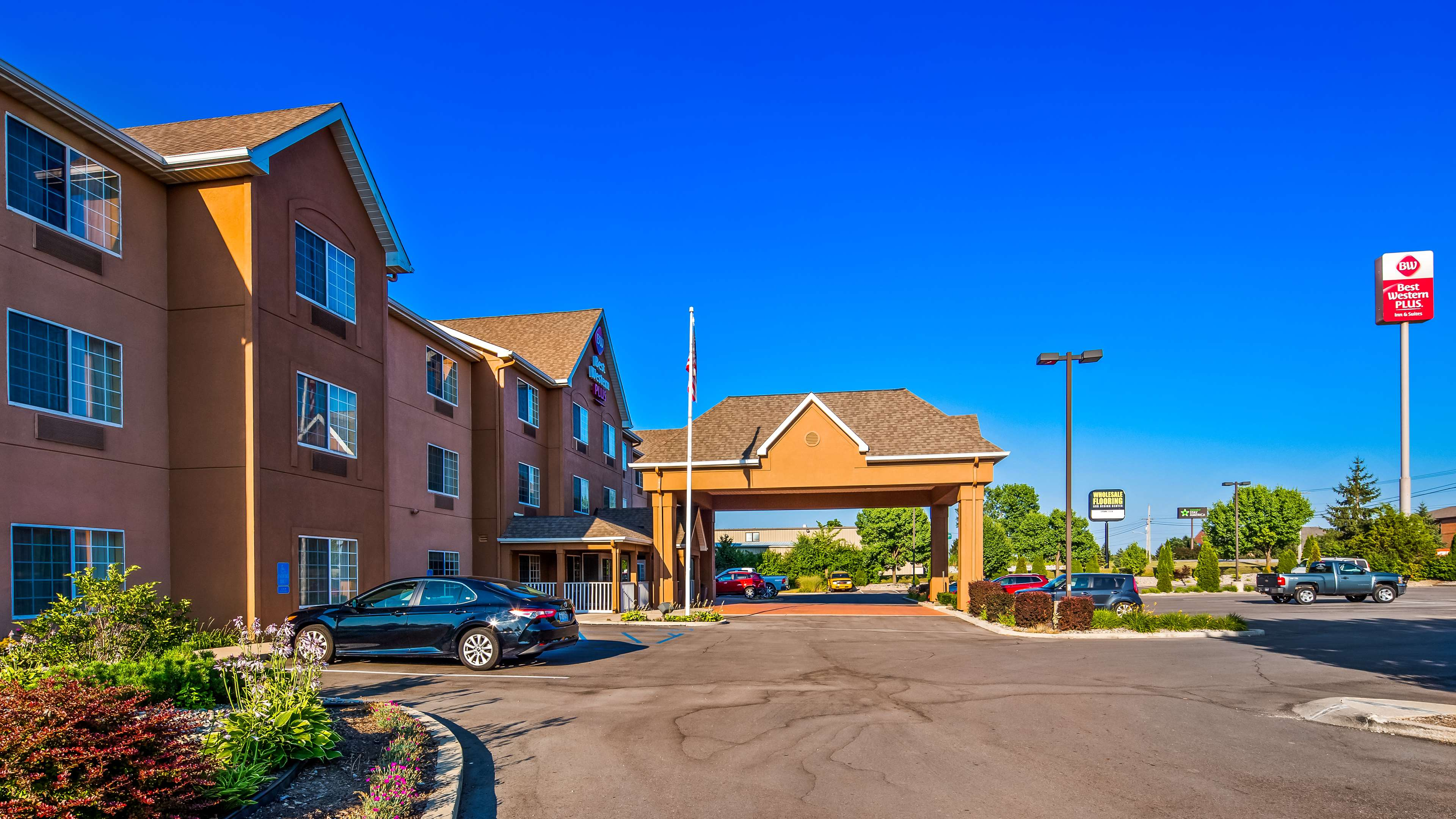 Best Western Plus Fort Wayne Inn & Suites North image 1