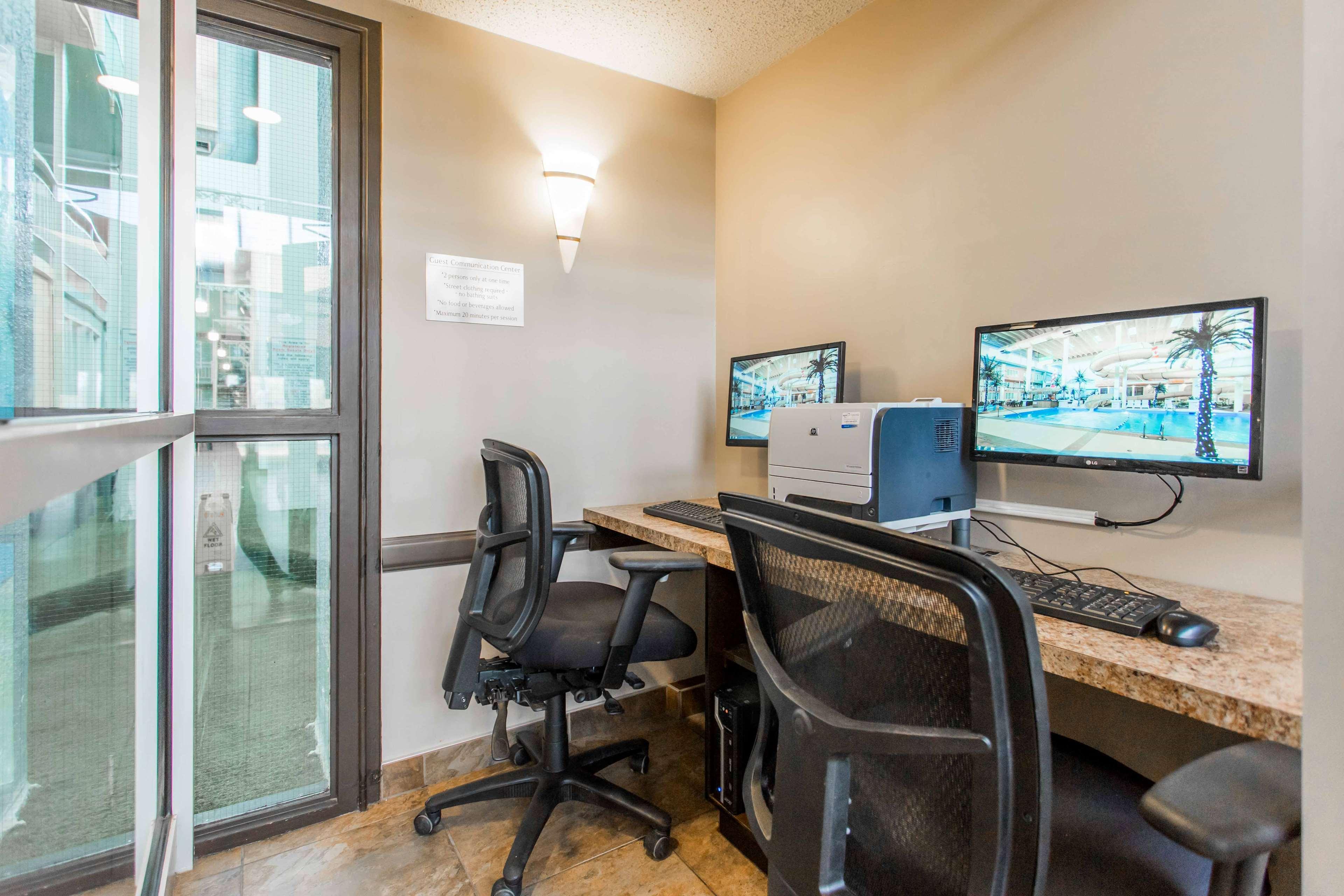 SureStay Plus Hotel by Best Western Seven Oaks in Regina: Business Center