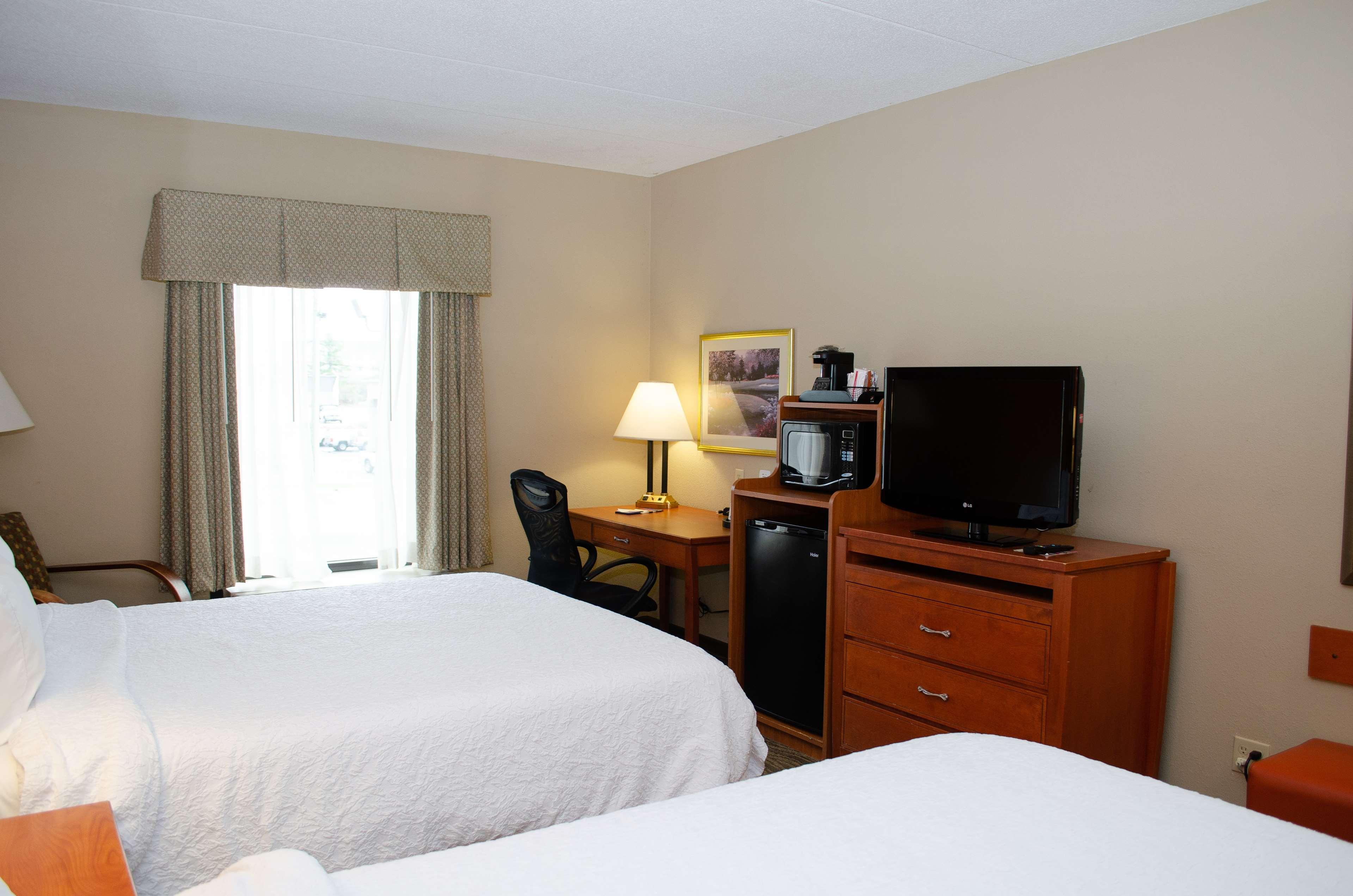 Hampton Inn & Suites Augusta West image 14