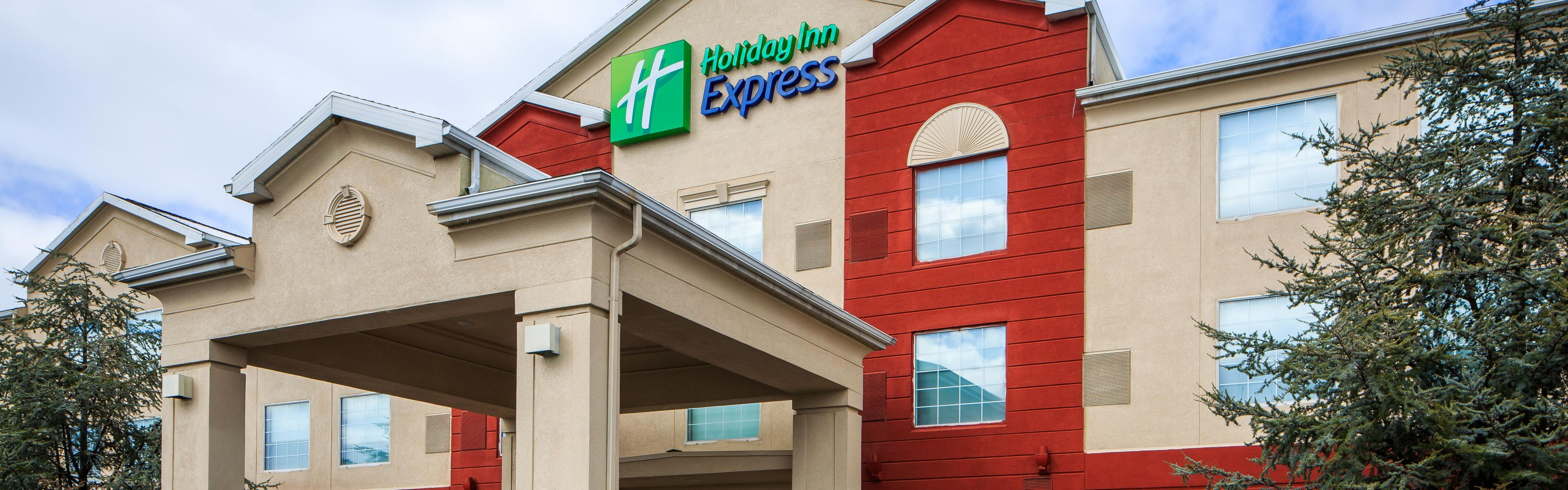 Holiday Inn Express & Suites Reading Airport image 0