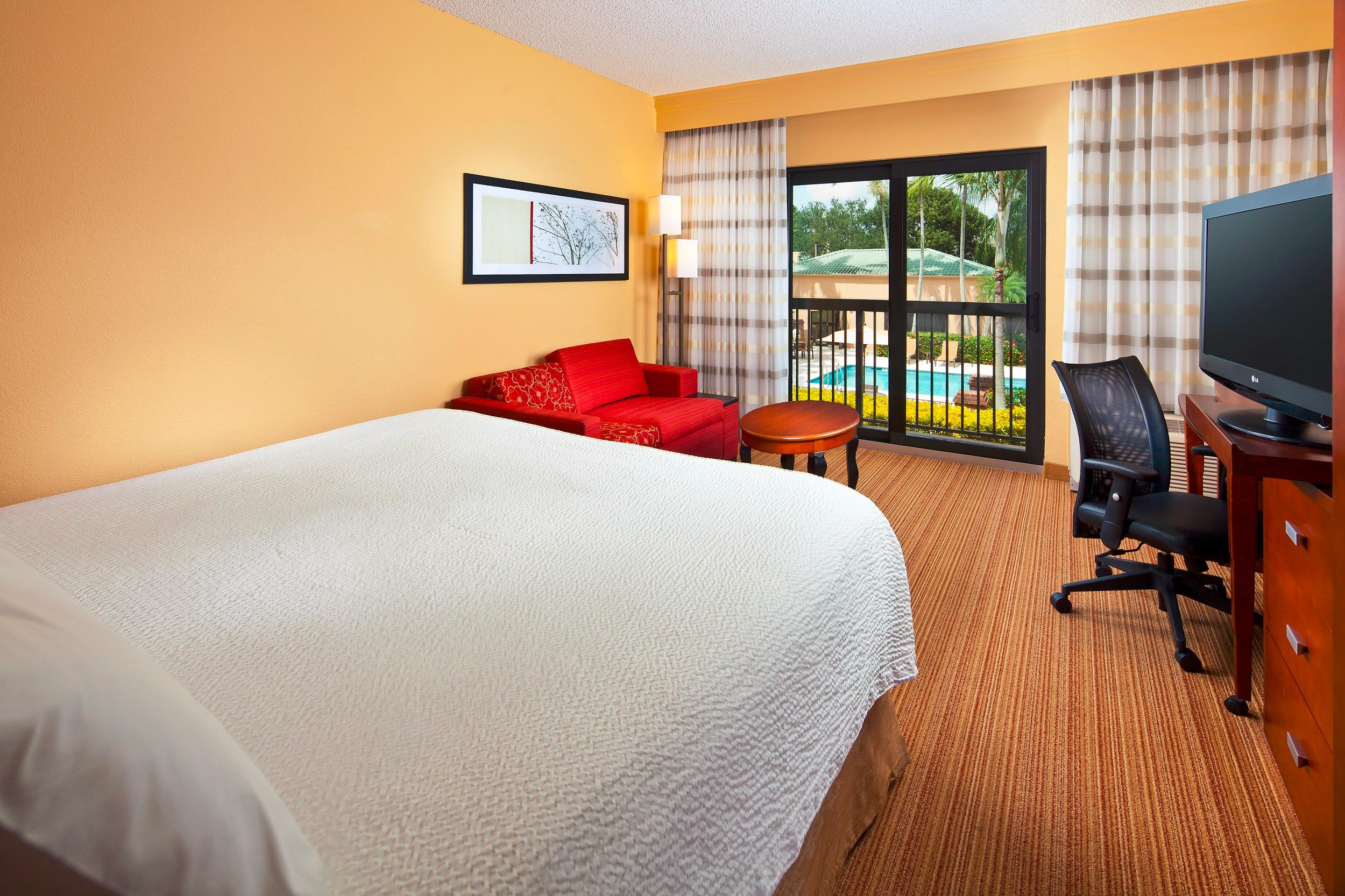 Courtyard by Marriott Miami Lakes image 14