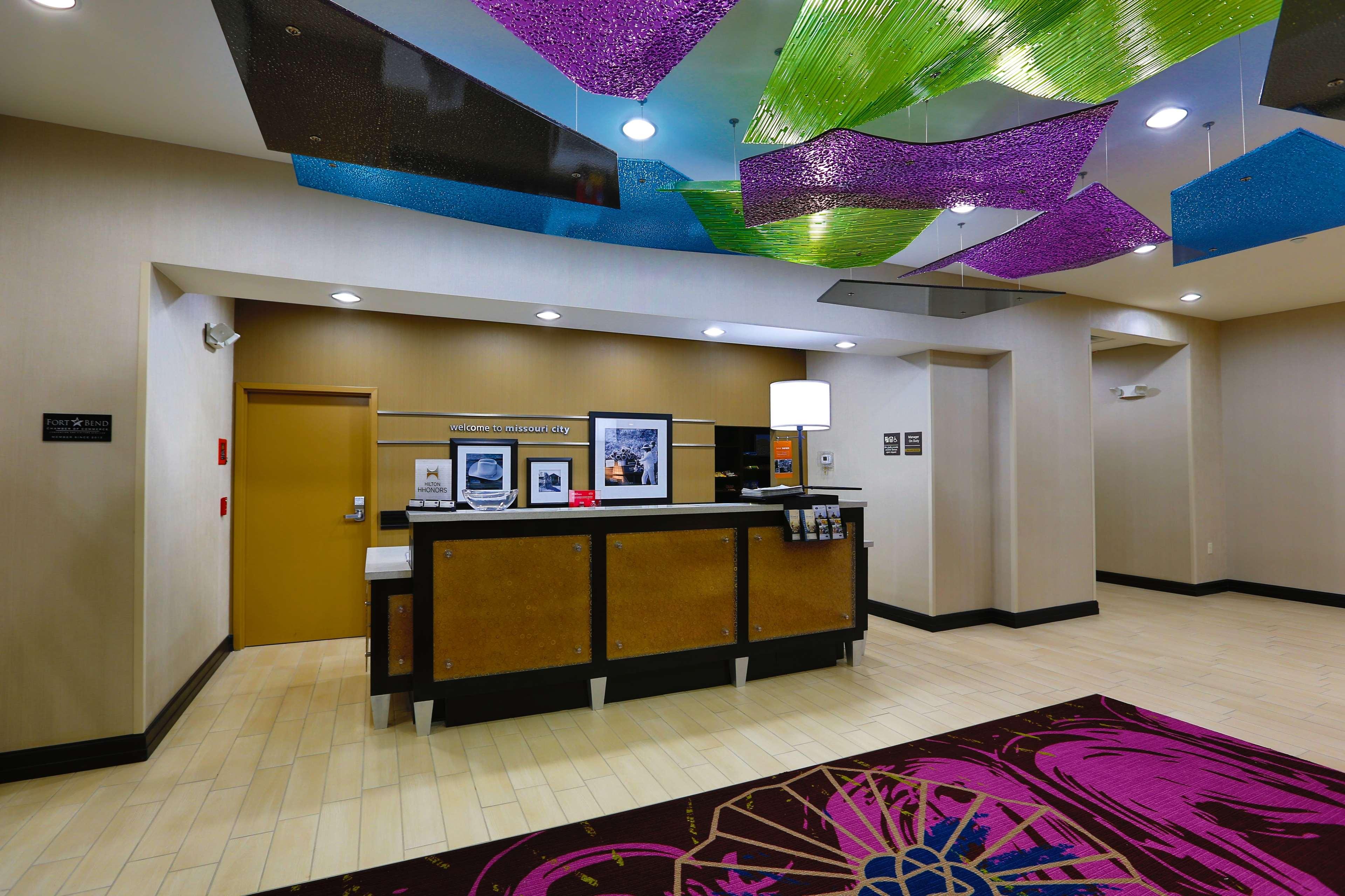 Hampton Inn & Suites Missouri City, TX image 11