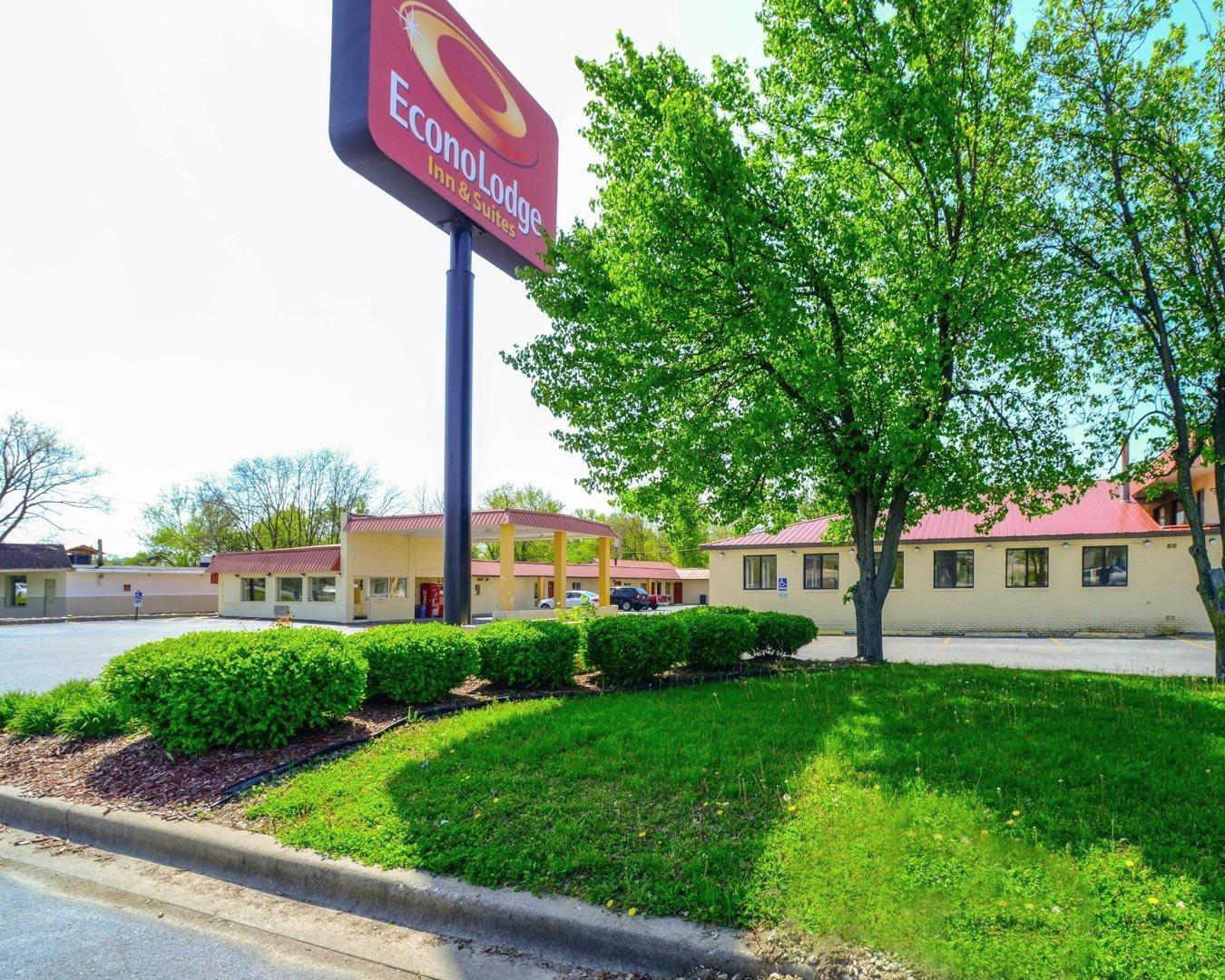 Econo Lodge  Inn & Suites image 0