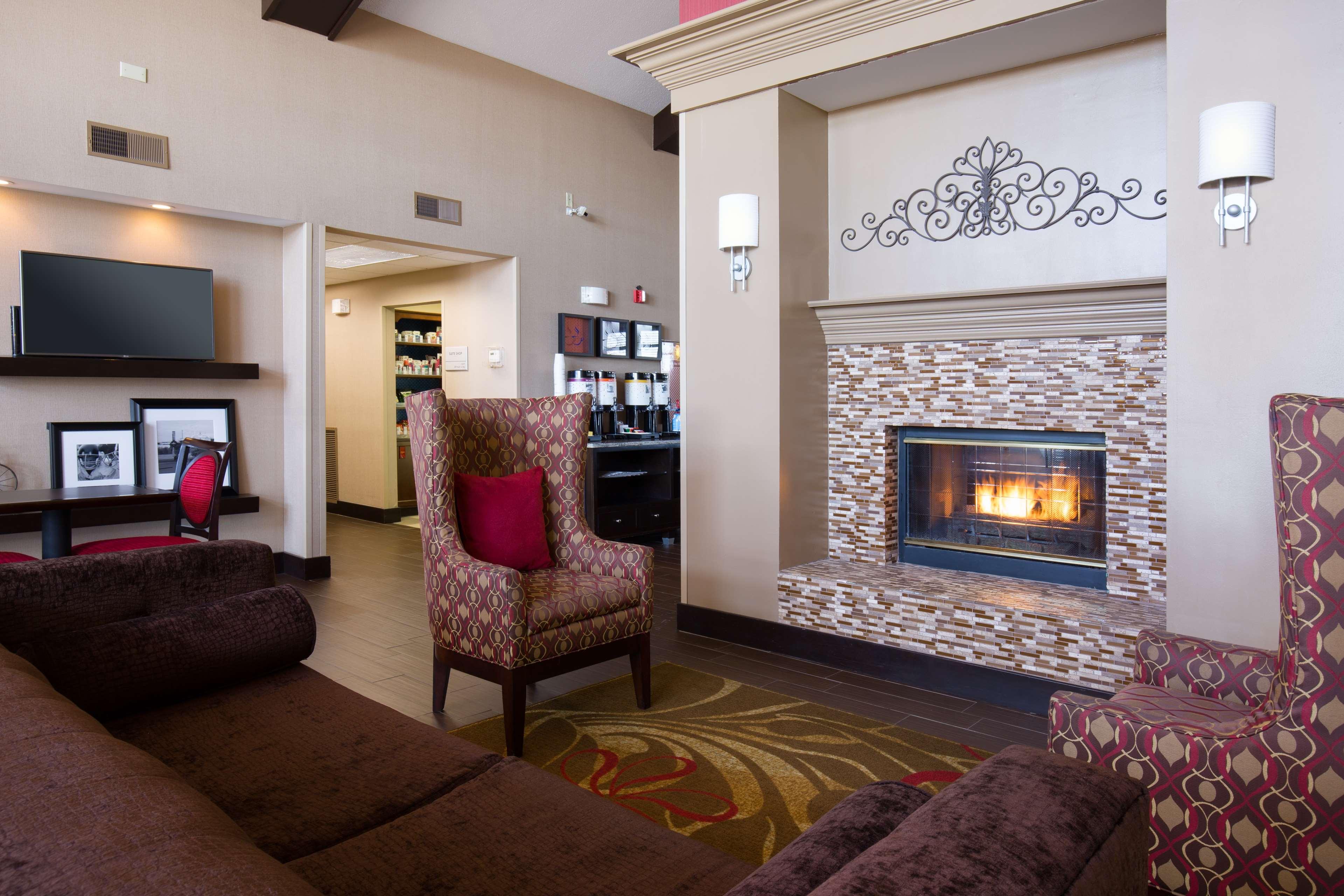 Hampton Inn & Suites Ft. Wayne-North image 3