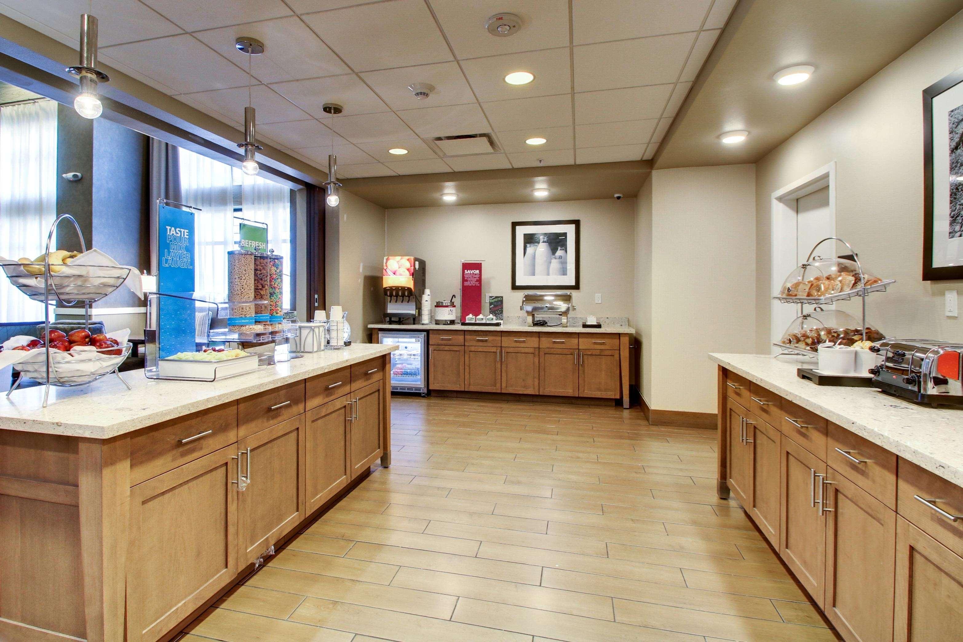Hampton Inn & Suites Milwaukee West image 25