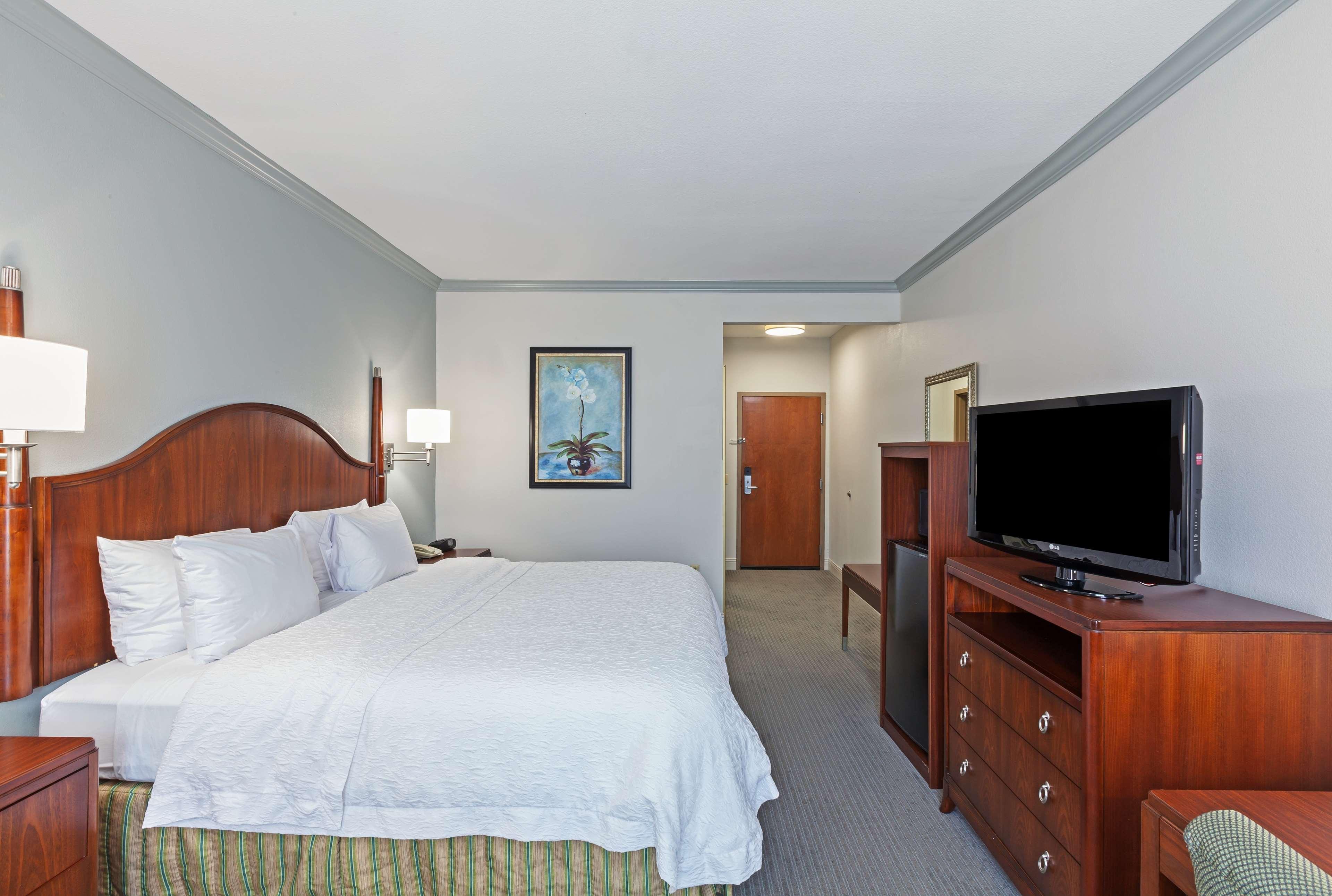 Hampton Inn & Suites Houston-Westchase image 15