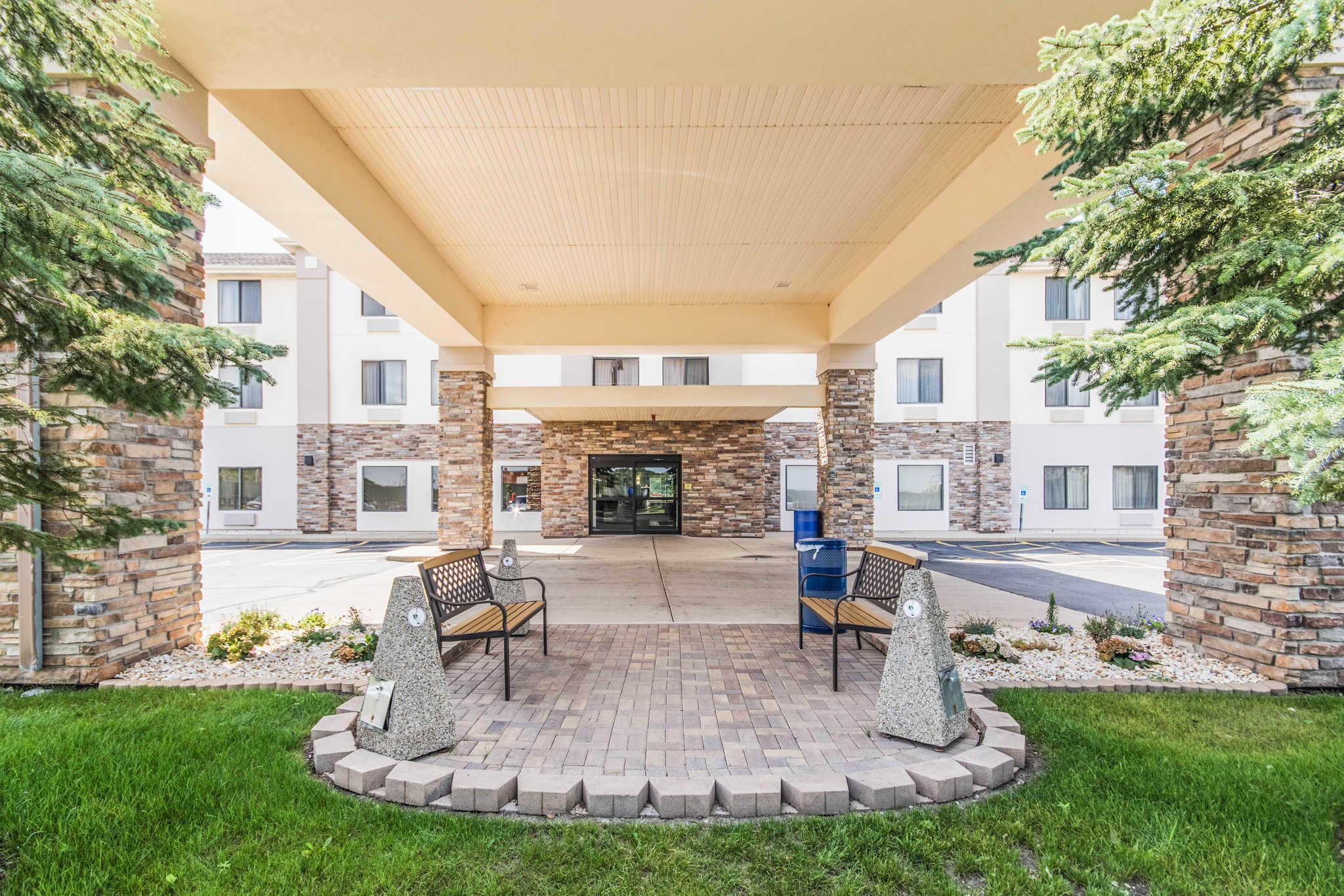 Comfort Inn & Suites North Aurora - Naperville image 4