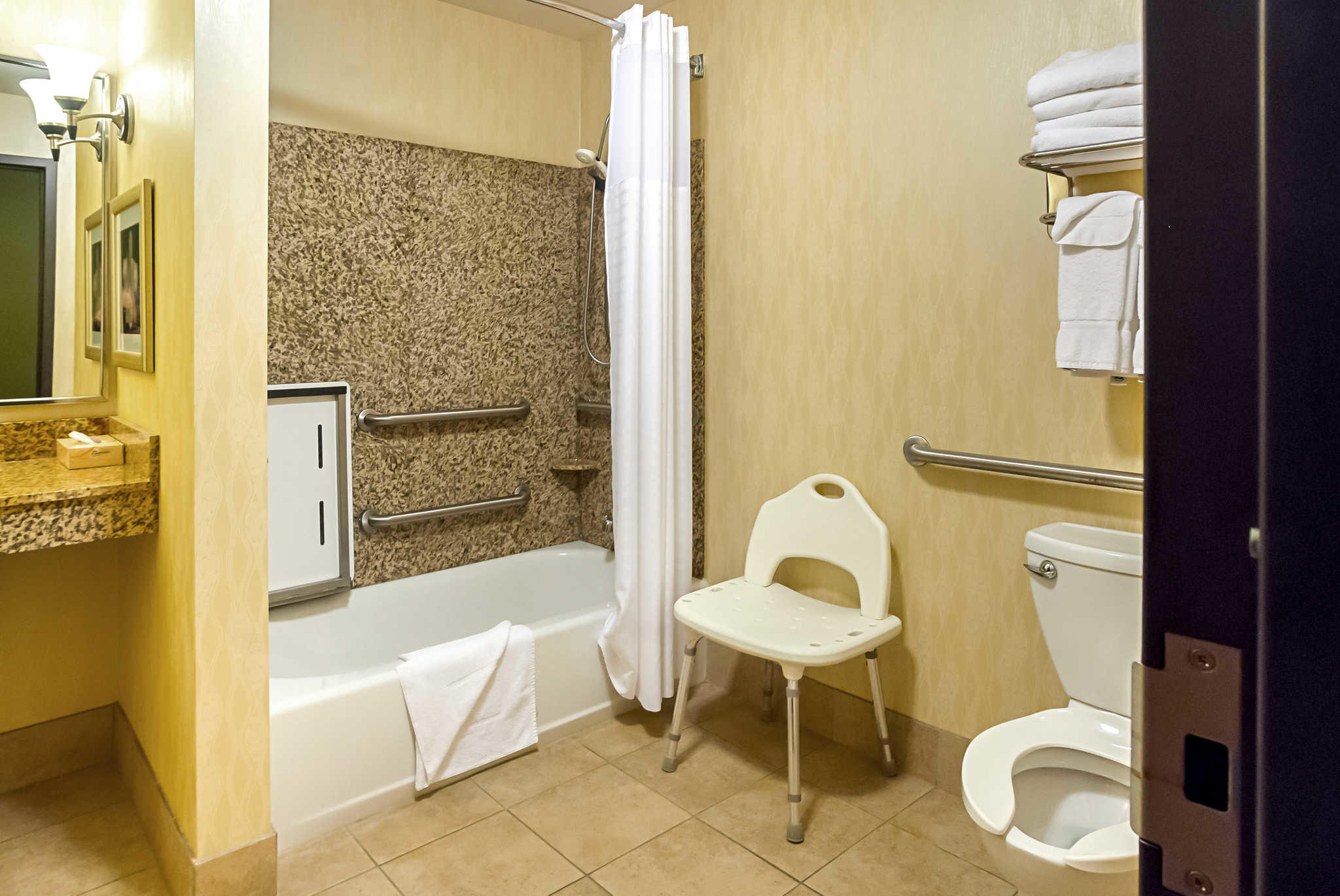 Comfort Suites Manhattan image 7