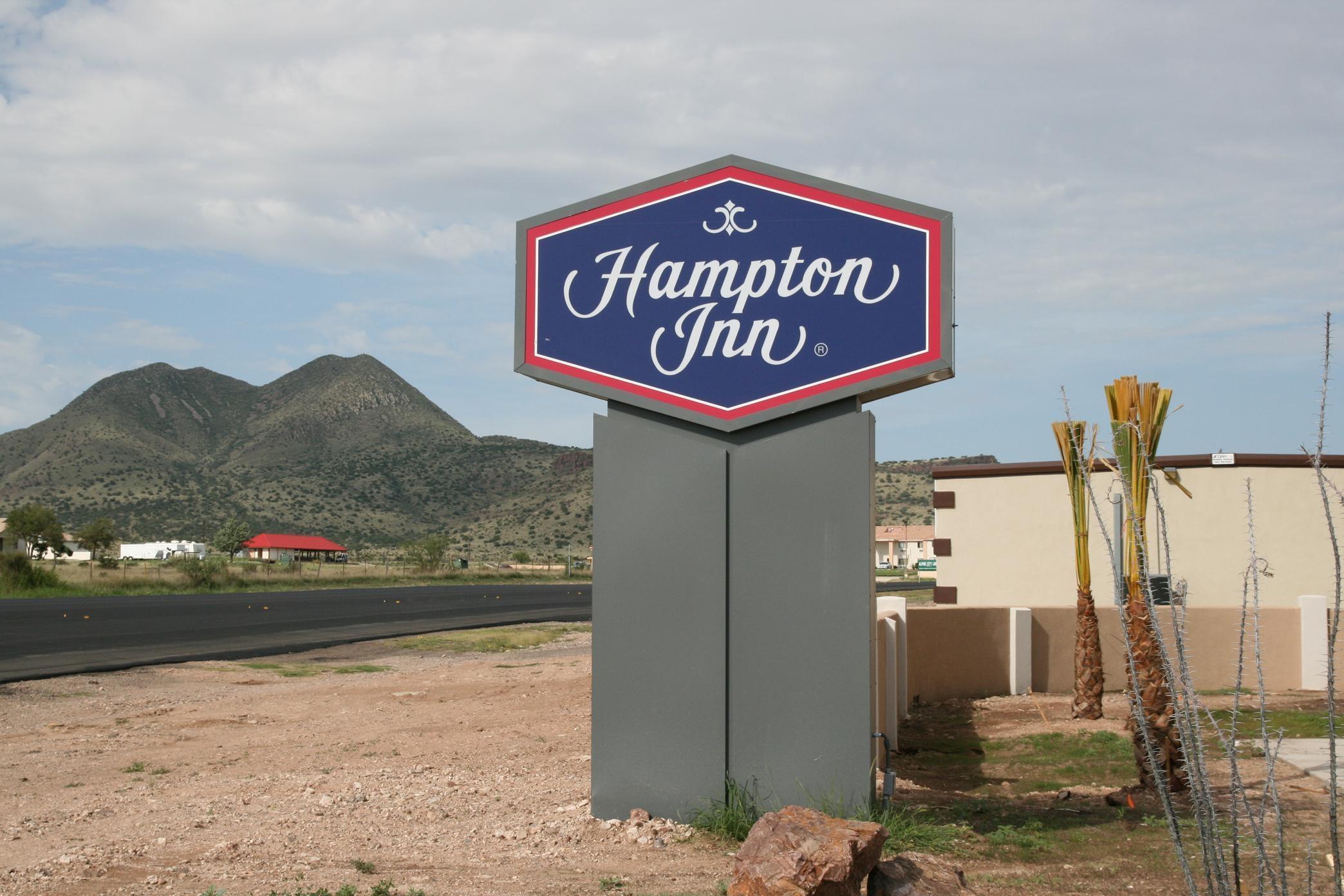 Hampton Inn Alpine image 9