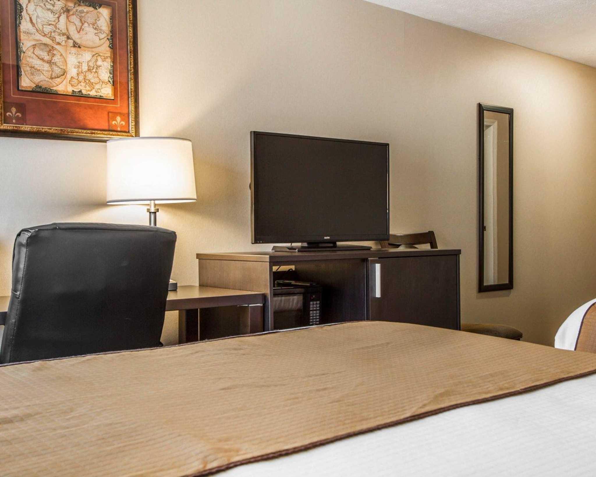 Quality Inn & Suites image 9