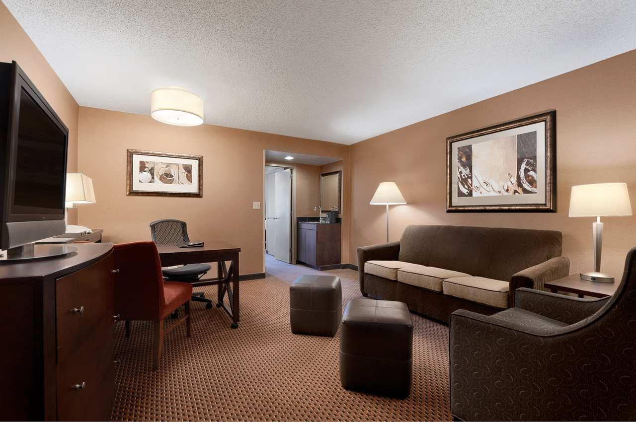 Embassy Suites by Hilton Chicago Lombard Oak Brook image 12