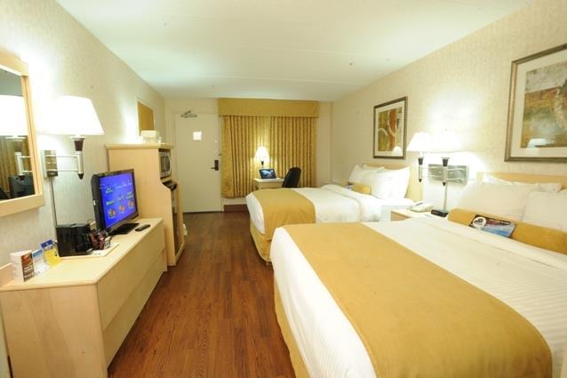 Best Western Seven Oaks Inn in Regina: Poolside Double Queen Guest Room