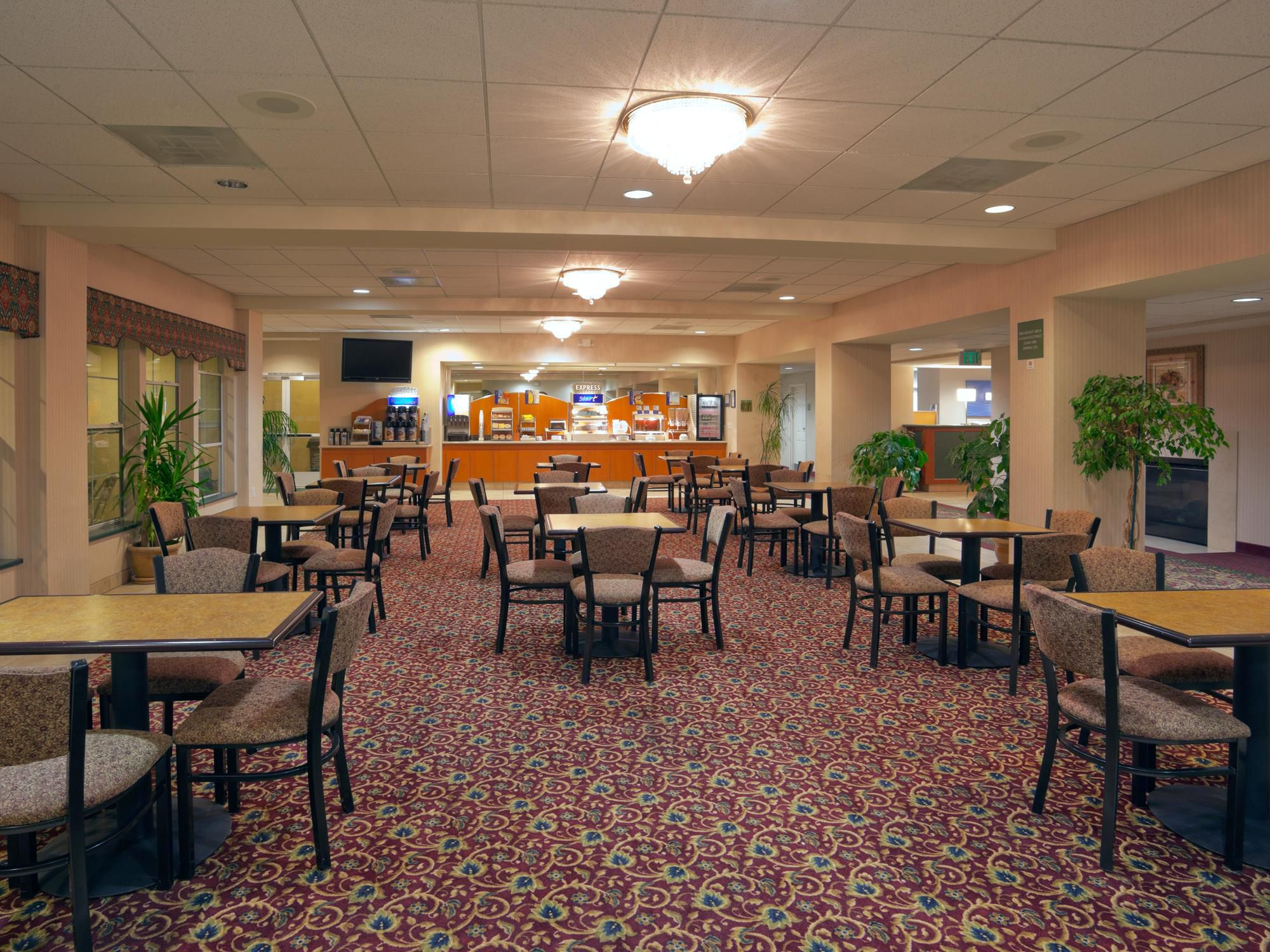 Holiday Inn Express & Suites Tracy image 3