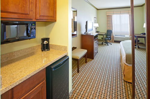 Holiday Inn Express & Suites Fort Worth I-35 Western Center image 1