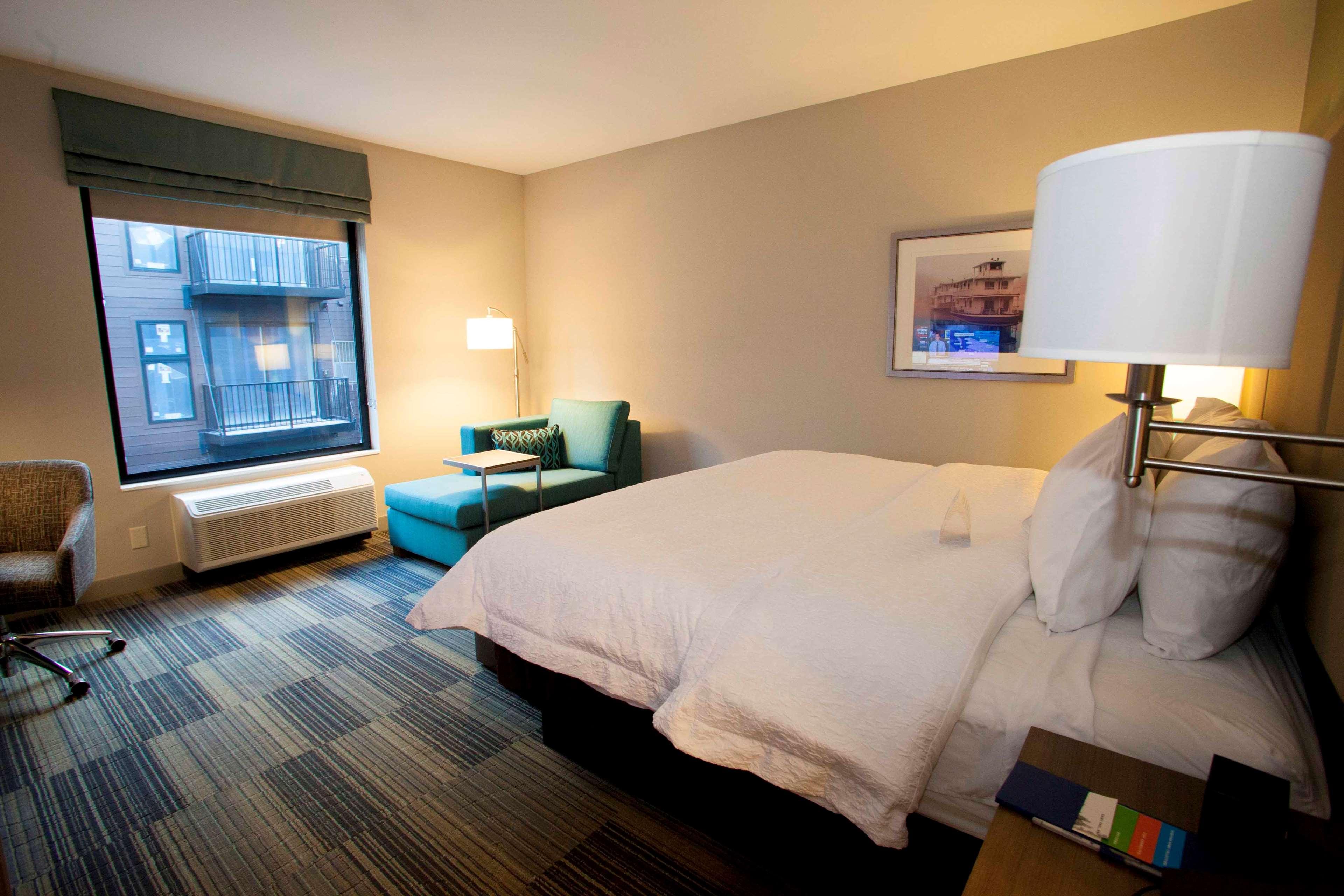 Hampton Inn & Suites Downtown St. Paul image 38