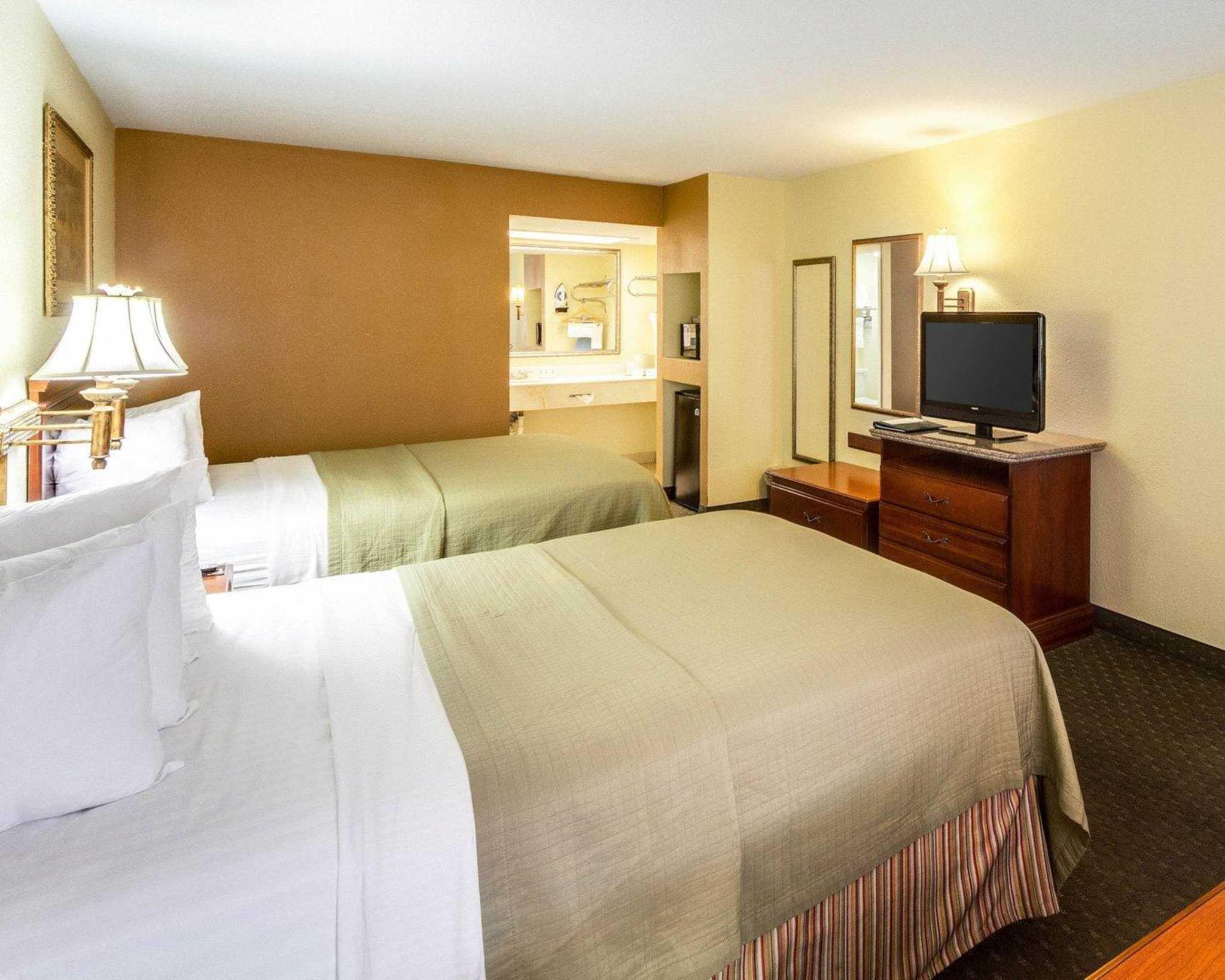 Quality Inn & Suites Eagle Pass image 4