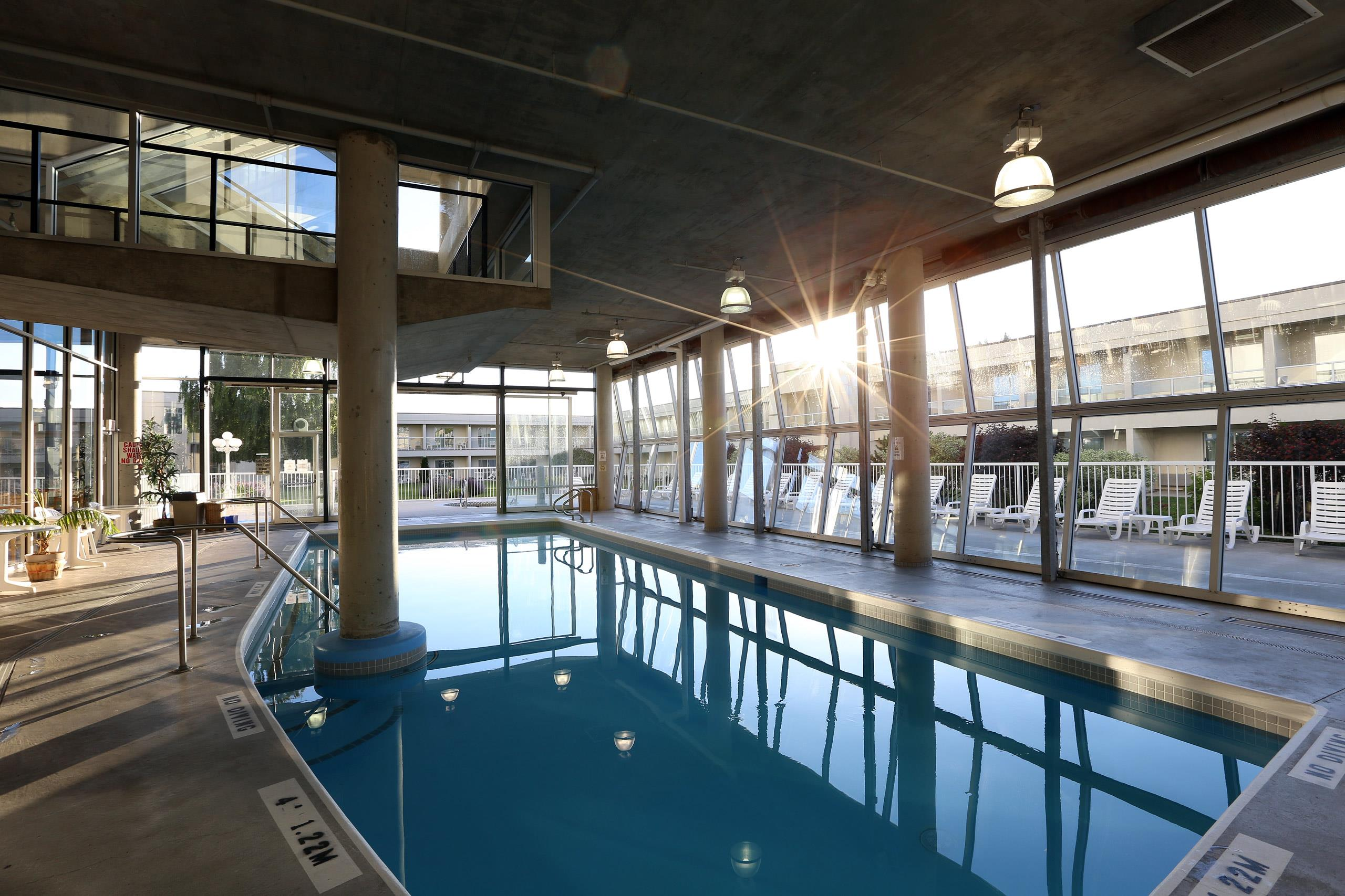 Best Western Plus Kelowna Hotel & Suites in Kelowna: Indoor Pool