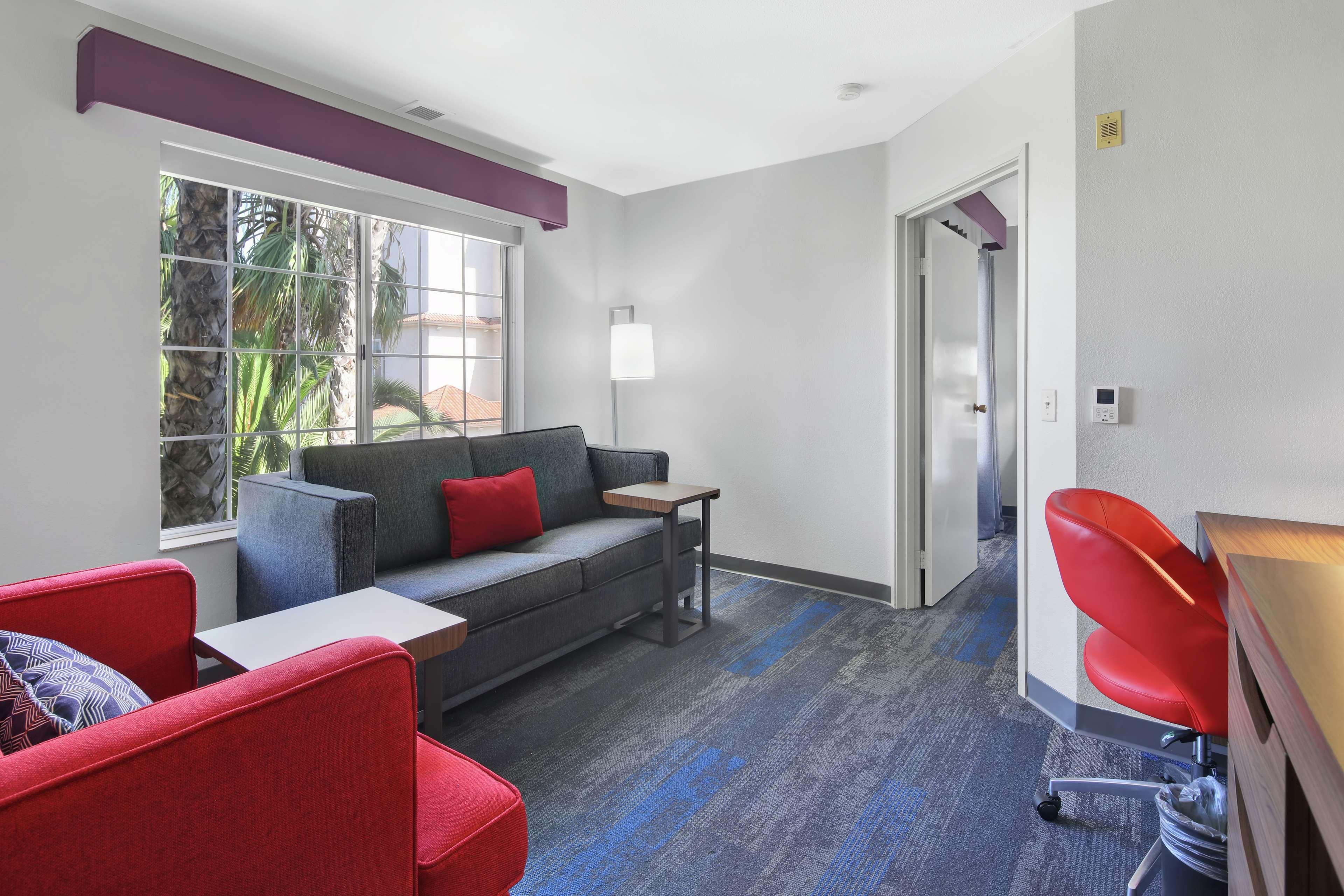 Hampton Inn & Suites Santa Ana/Orange County Airport in Santa Ana, CA, photo #17