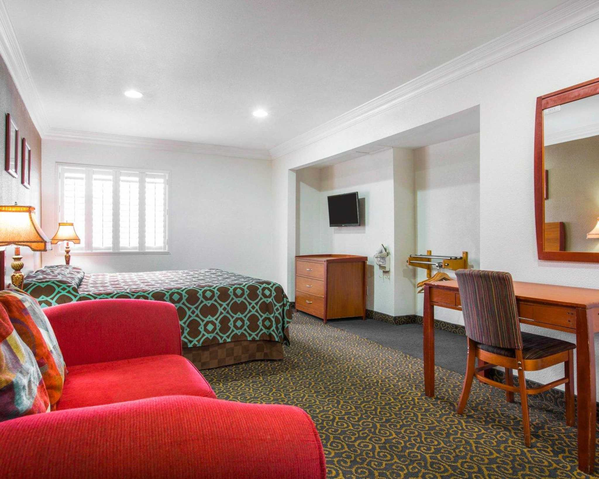Rodeway Inn & Suites Near Convention Center image 10