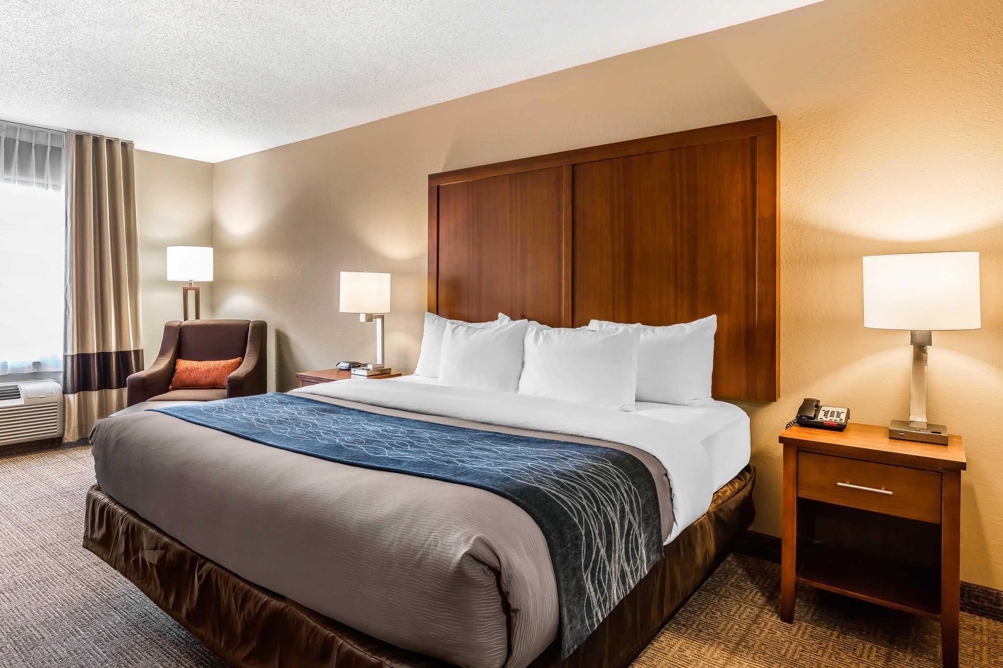 Comfort Inn & Suites Airport-American Way image 7
