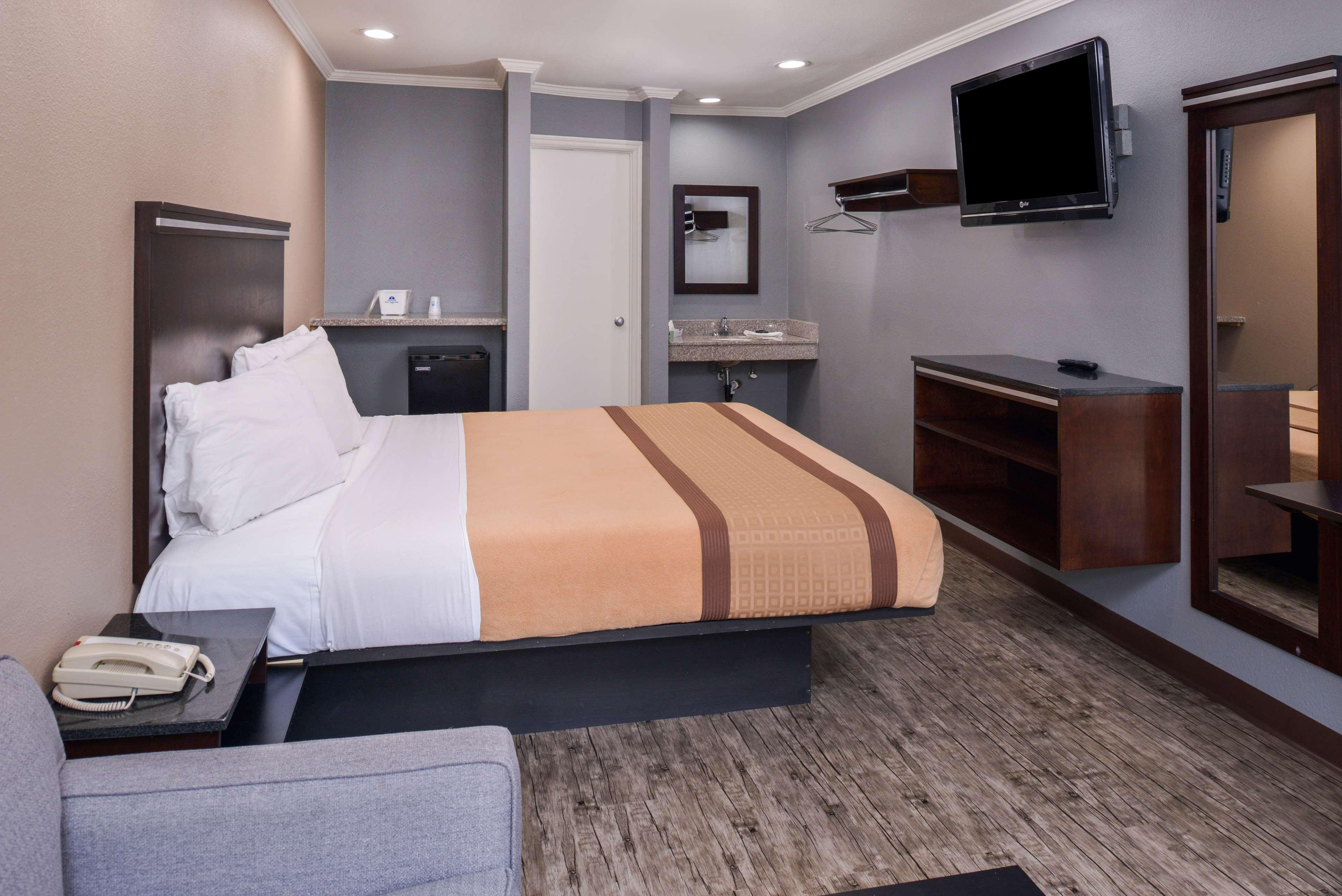 Americas Best Value Laguna Inn & Suites image 13