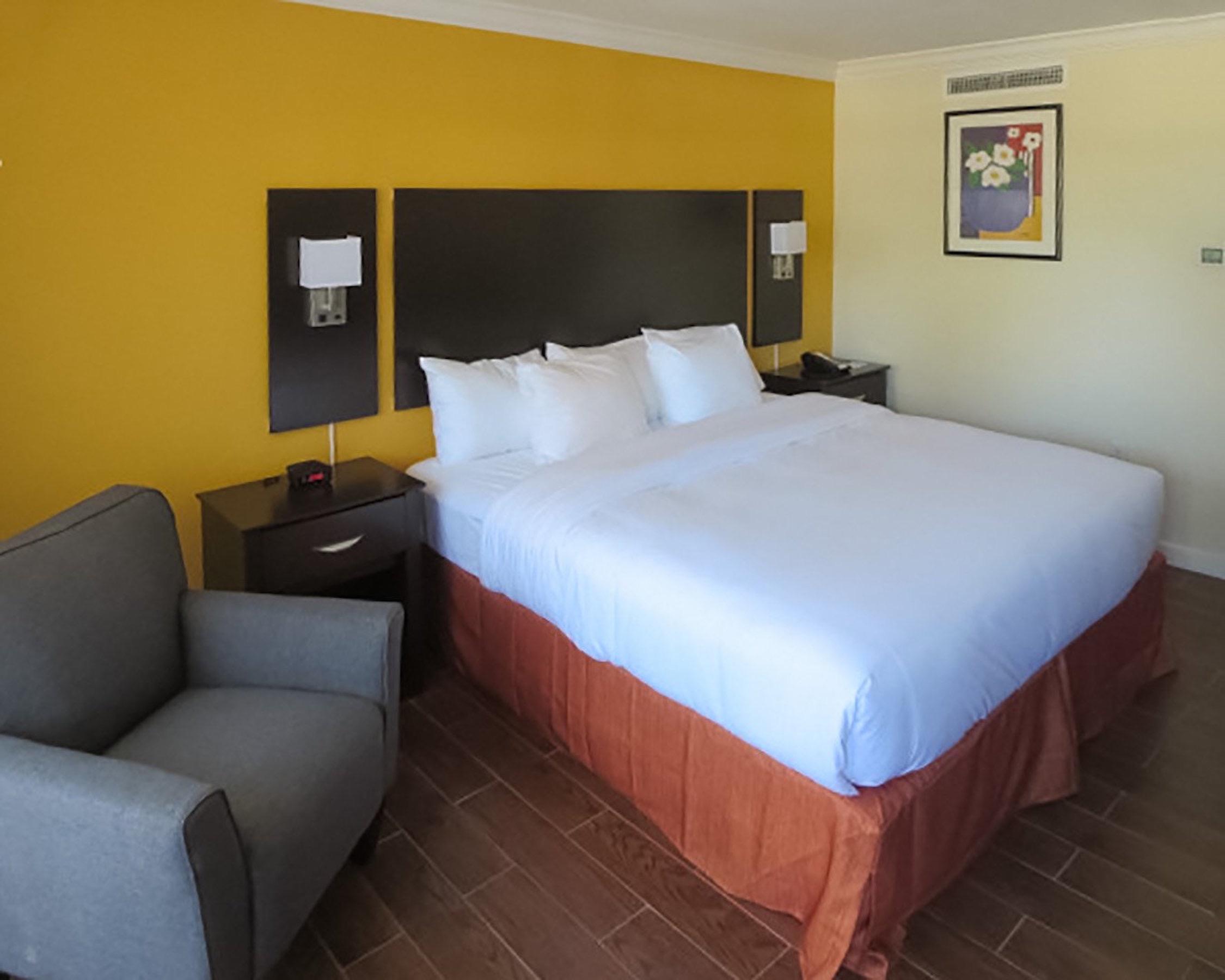 Clarion Inn image 1