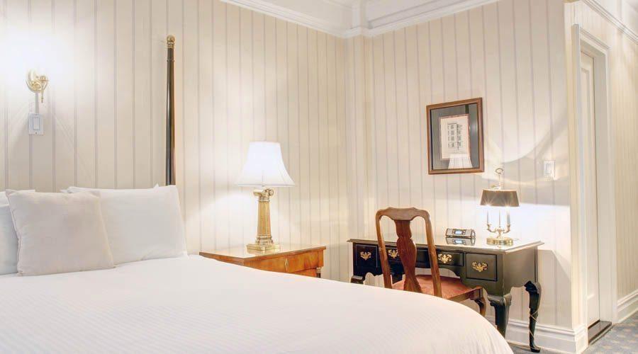 Roger Smith Hotel image 6