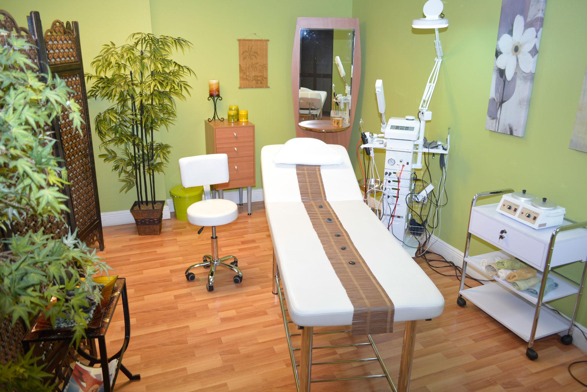 Blason international en doral fl peluquer as y barberos for 7 furniture doral fl