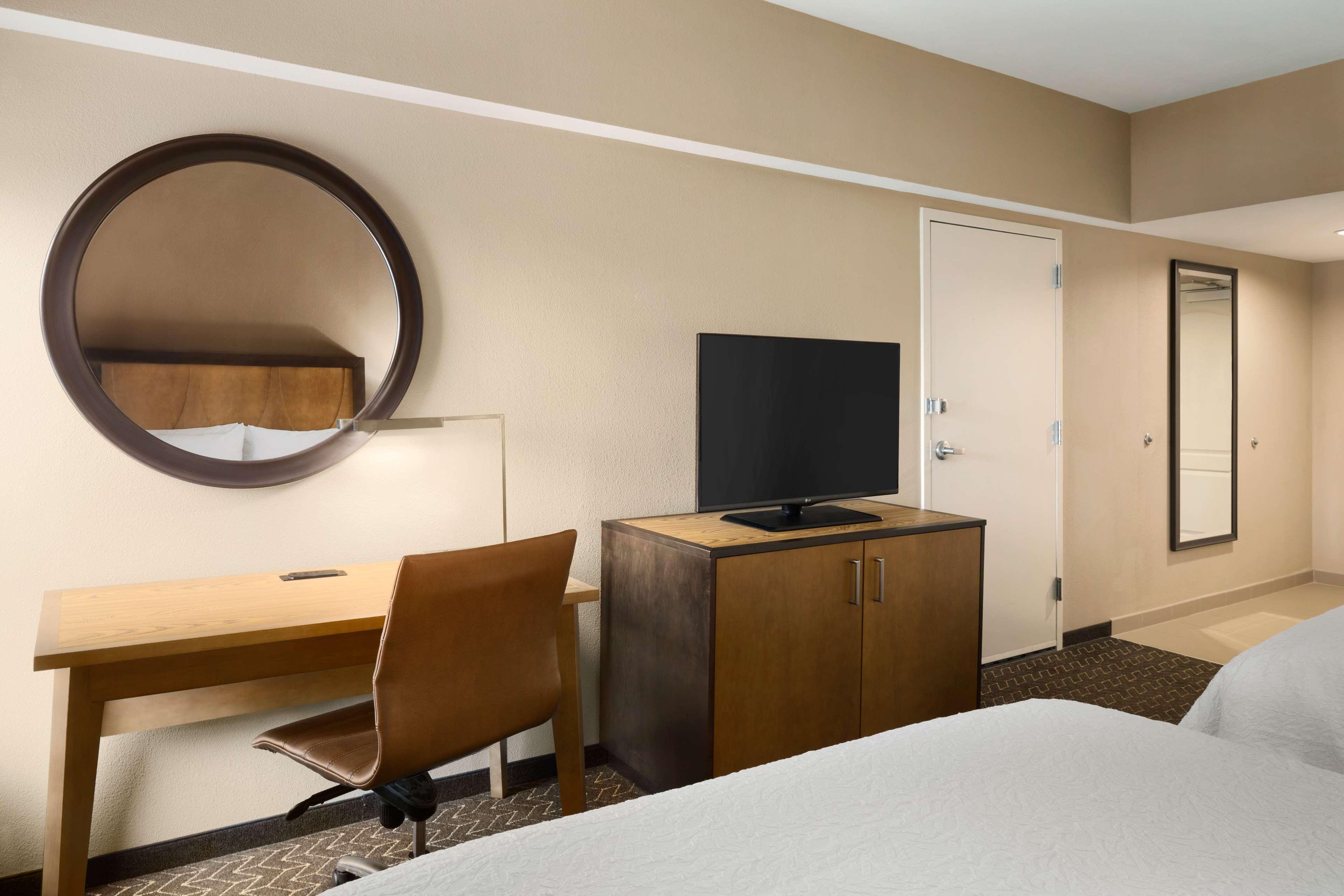 Hampton Inn and Suites Clayton/St Louis-Galleria Area image 23