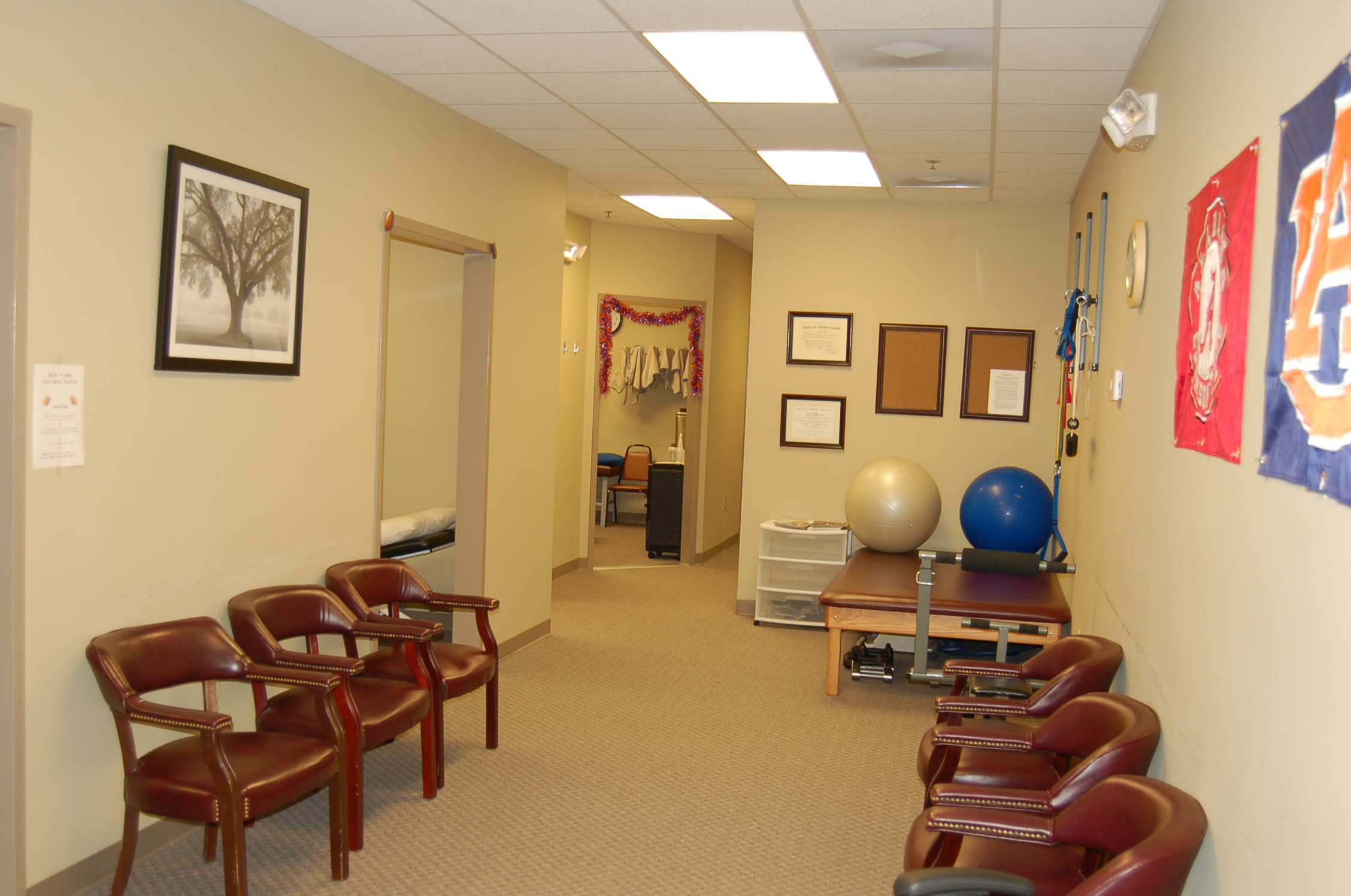 Millar Chiropractic - Huntsville Al (Jones Valley) hall waiting area
