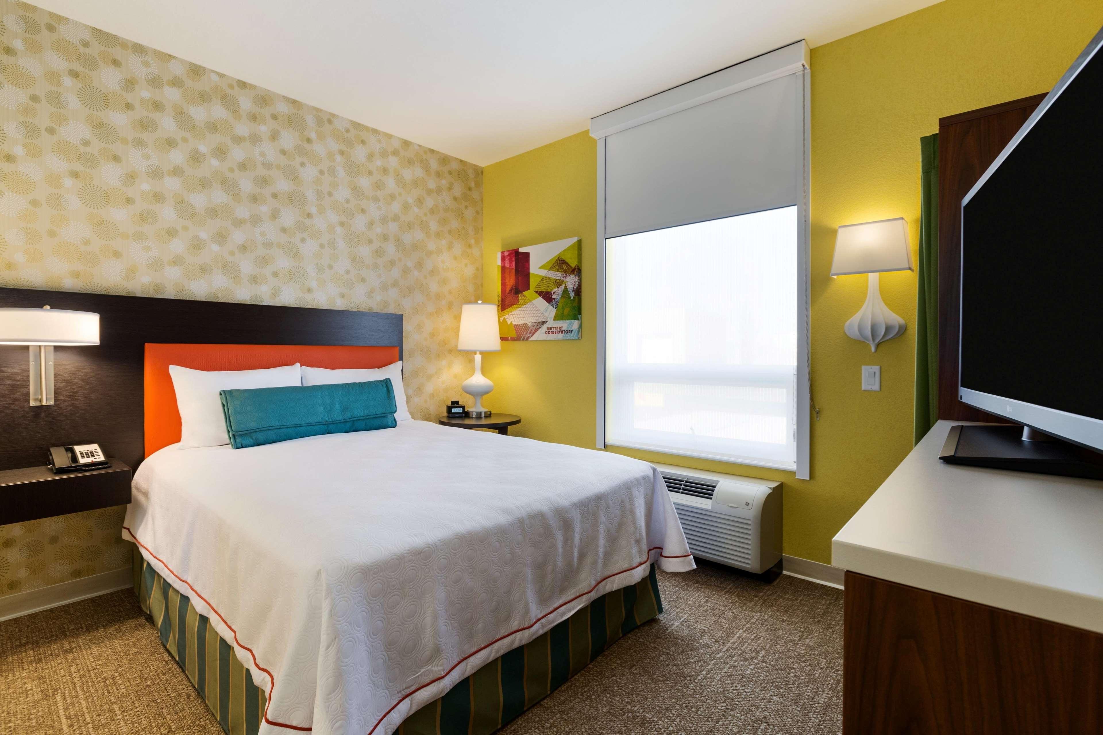 Home2 Suites by Hilton West Edmonton, Alberta, Canada à Edmonton: 1 Queen 1 Bedroom Suite Bedroom