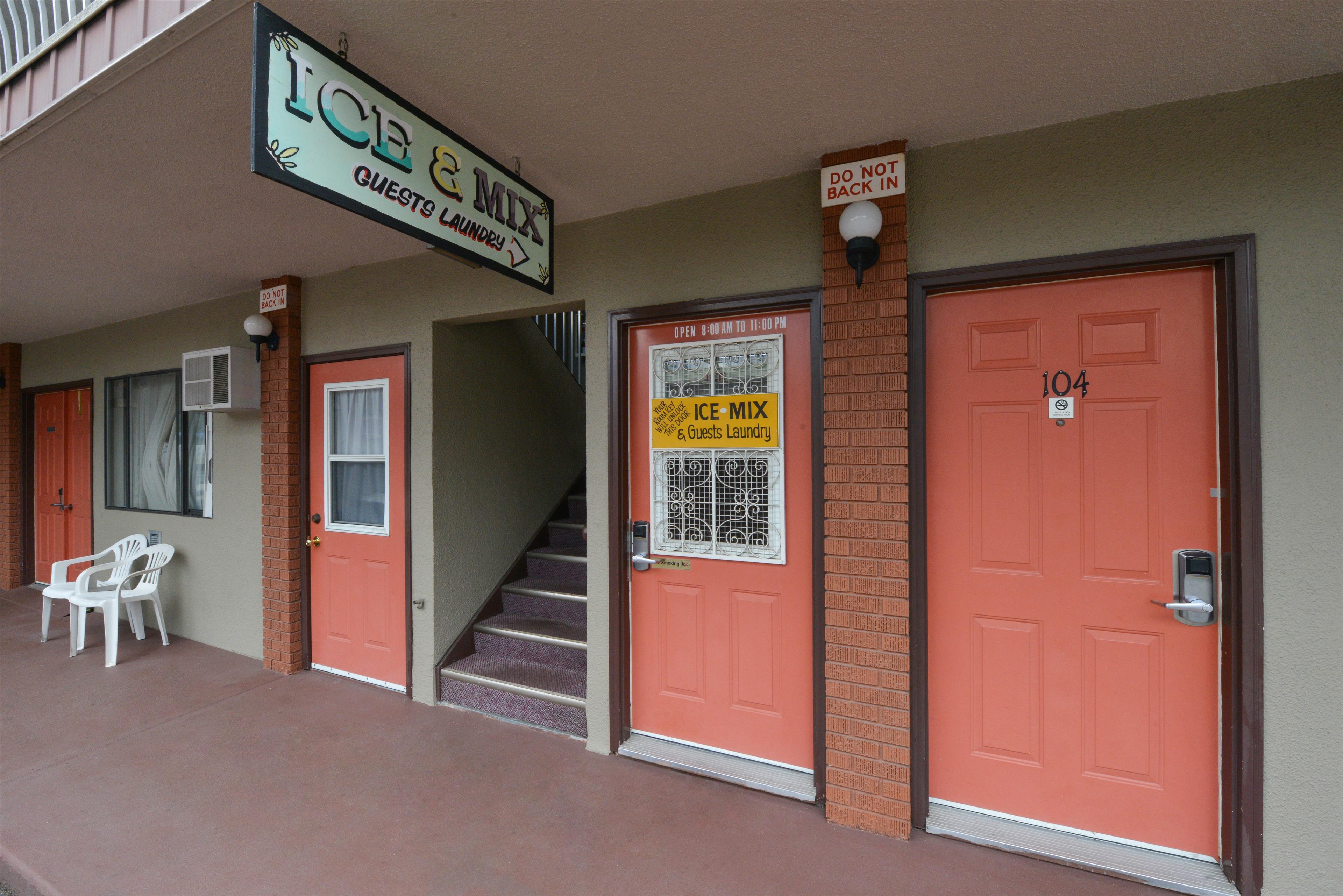 Canadas Best Value Inn & Suites Vernon in Vernon: Exterior Corridors