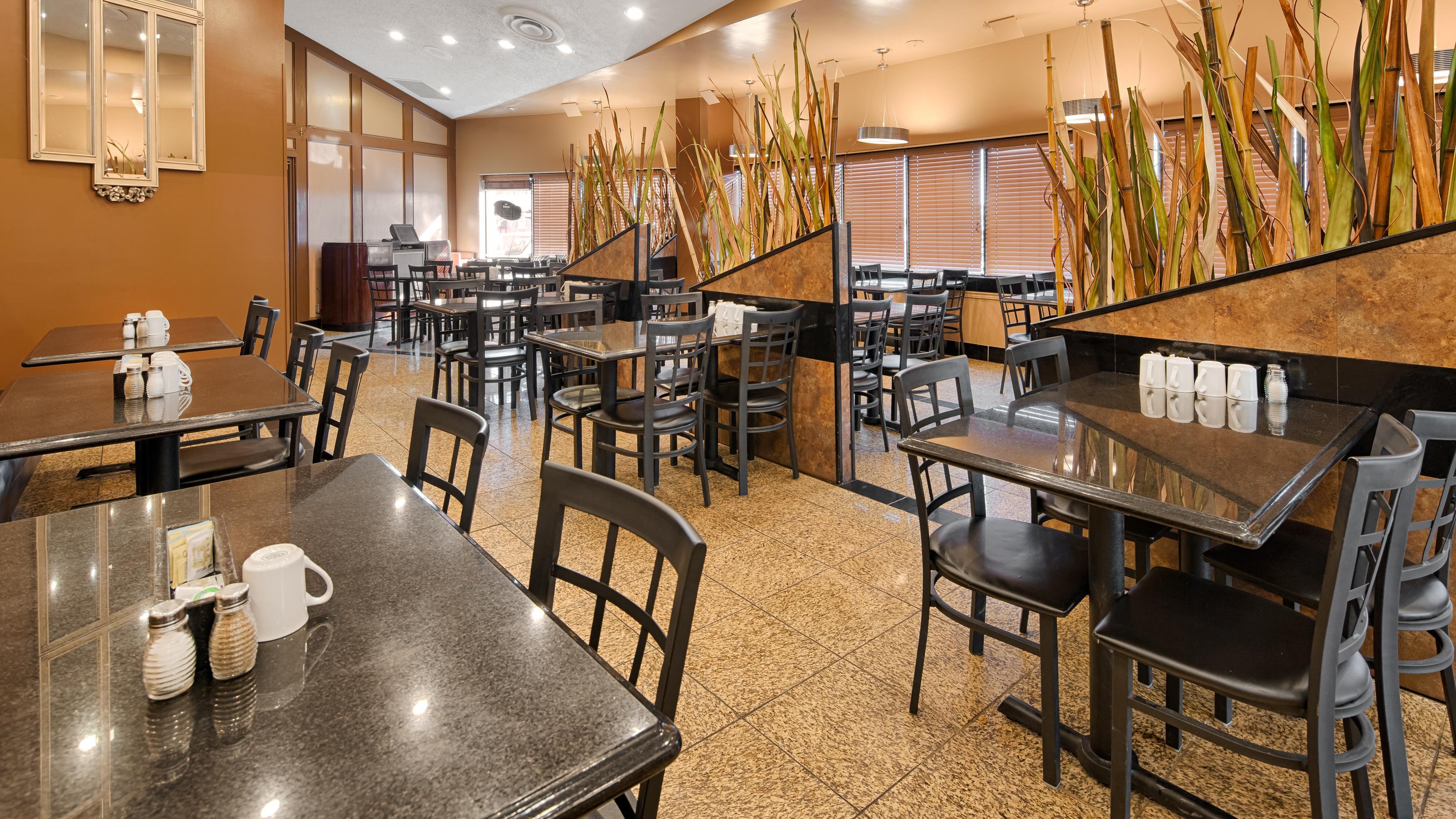 Best Western Marquis Inn & Suites in Prince Albert: Terrace Cafe