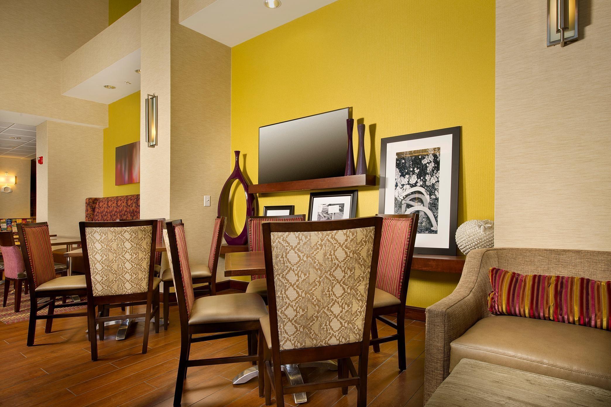 Hampton Inn & Suites San Antonio-Airport image 5