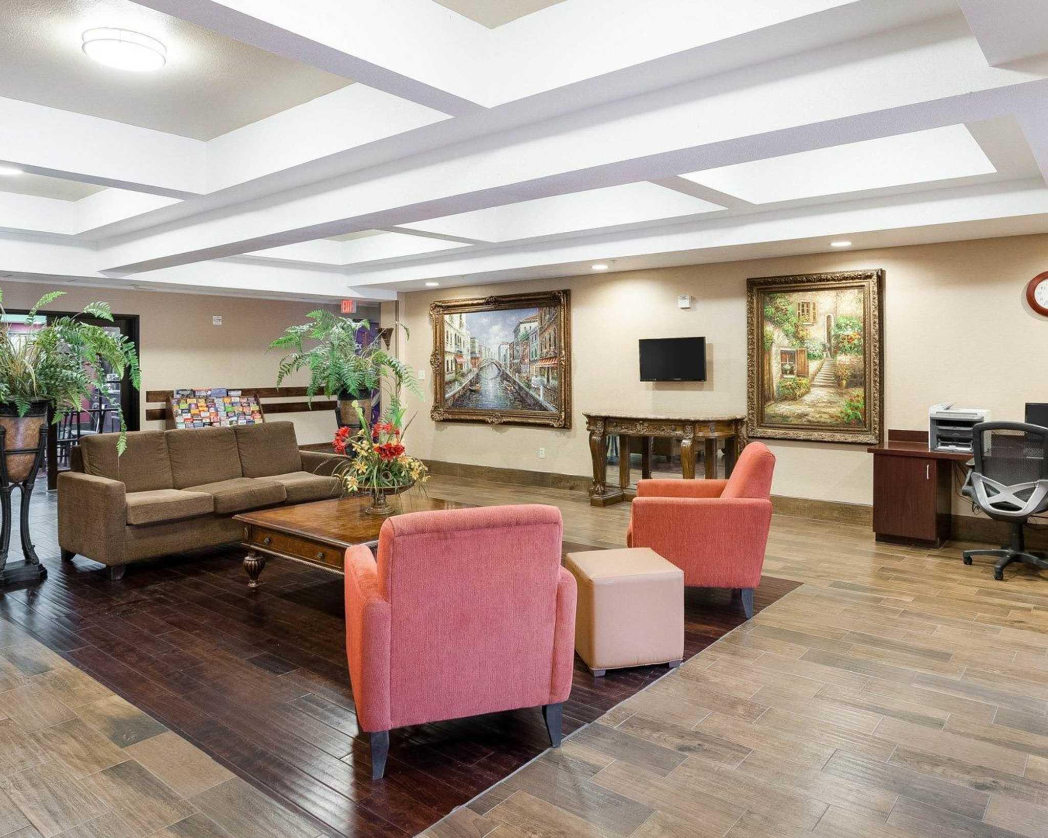 Comfort Inn & Suites Near Medical Center image 11