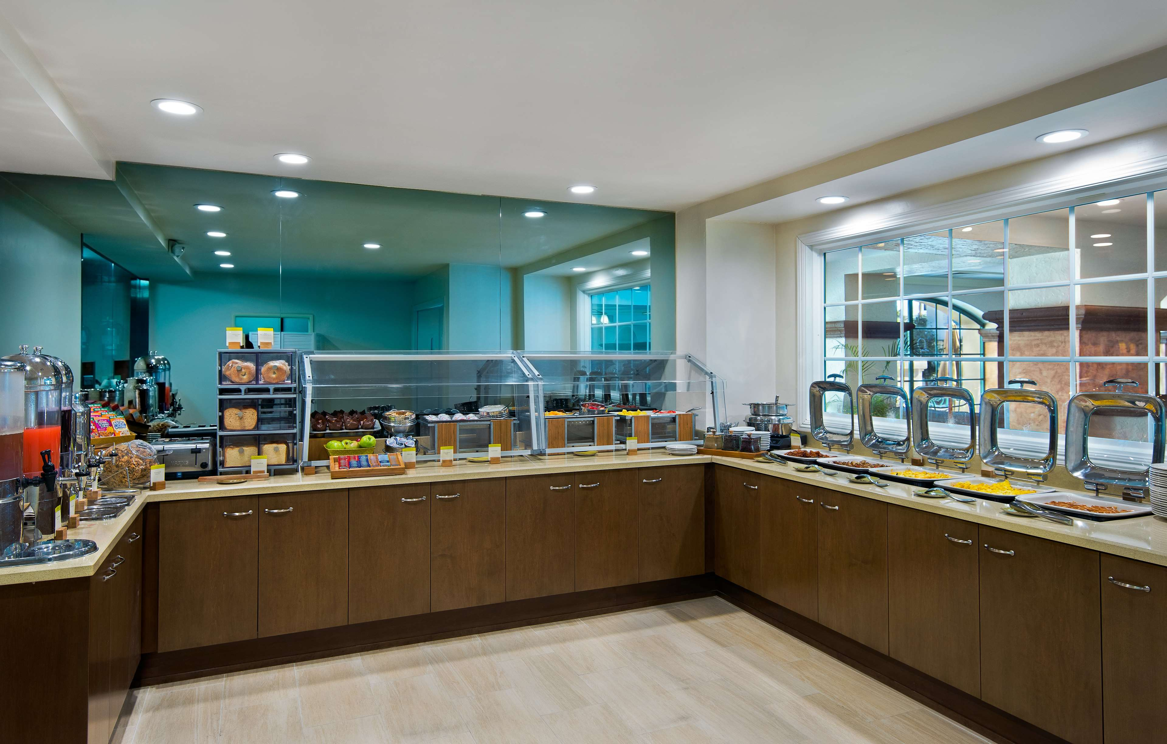 DoubleTree by Hilton Hotel San Pedro - Port of Los Angeles image 10
