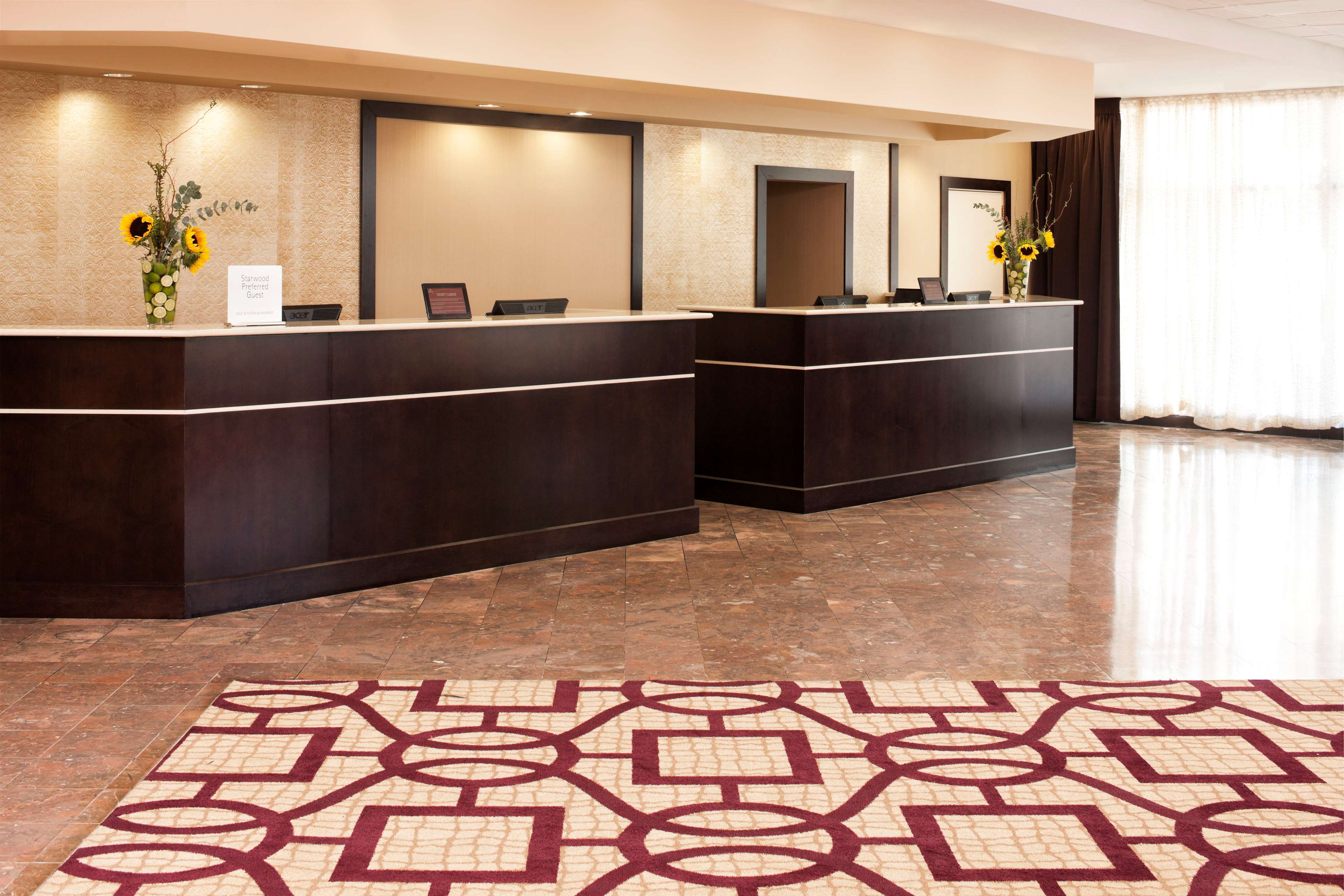 Sheraton Suites Chicago O'Hare image 2