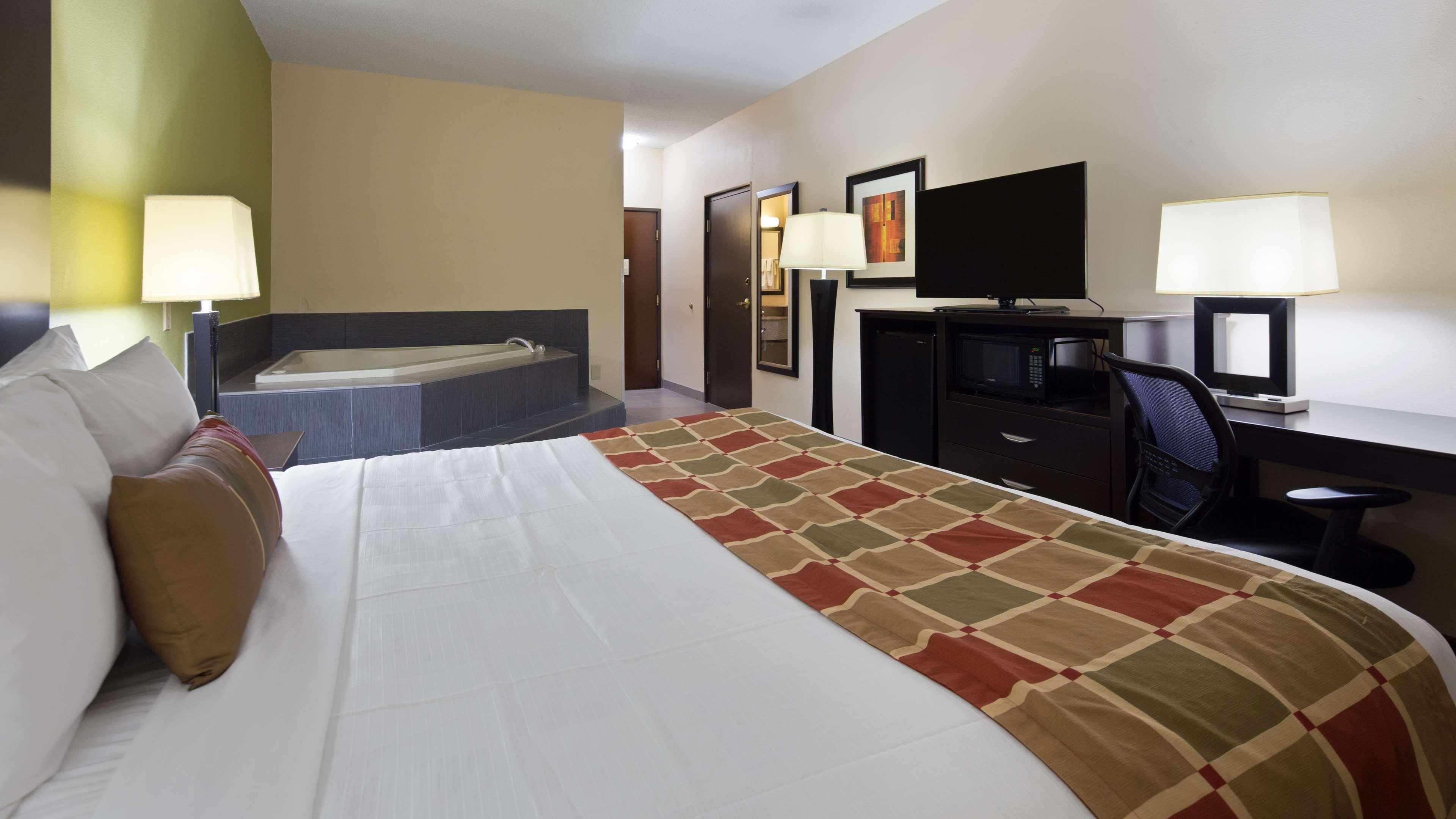 Best Western Plus Huntersville Inn & Suites Near Lake Norman image 9