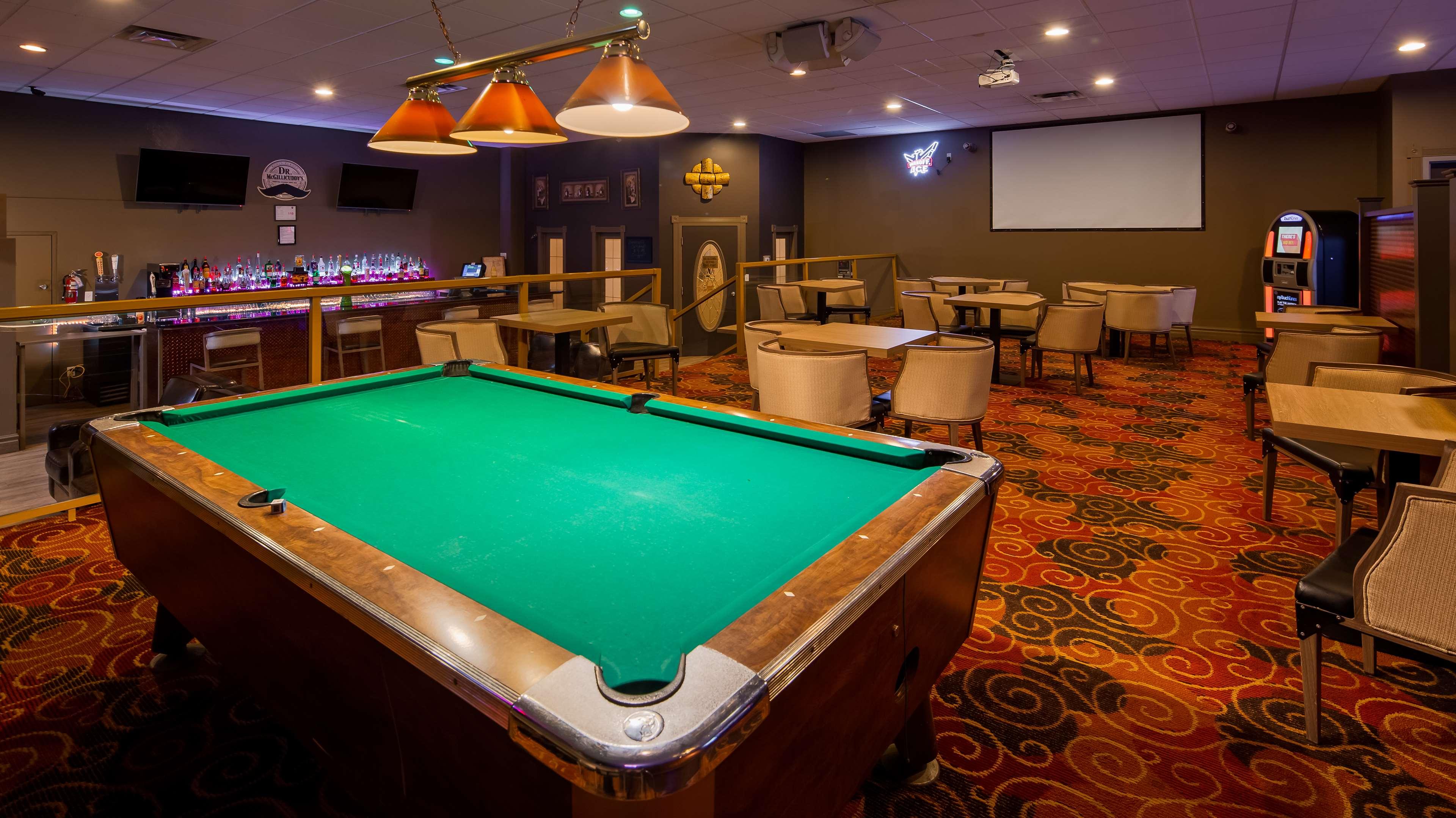 Best Western Marquis Inn & Suites in Prince Albert: Hotel Lounge