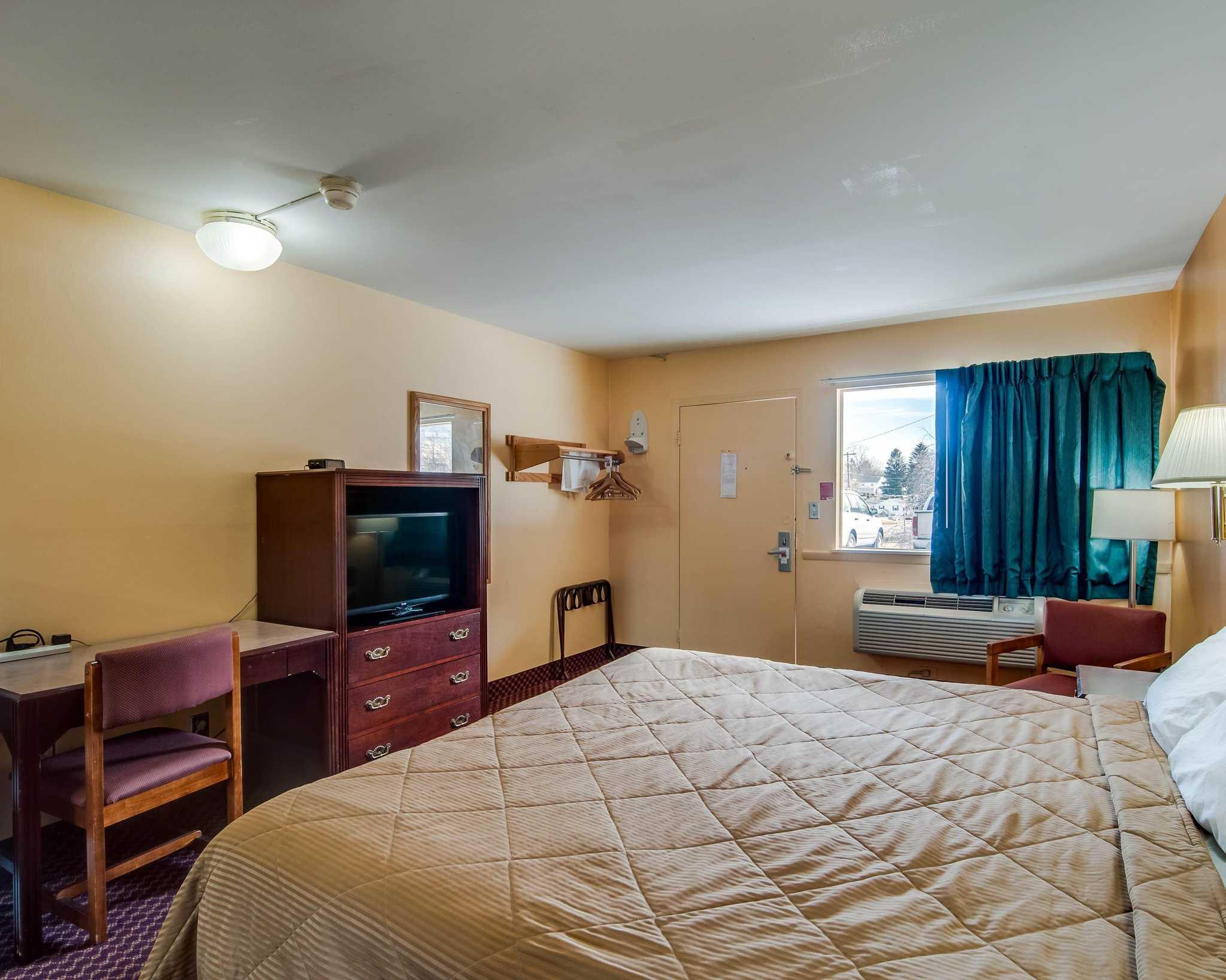 Econo Lodge Near Bluefield College image 4