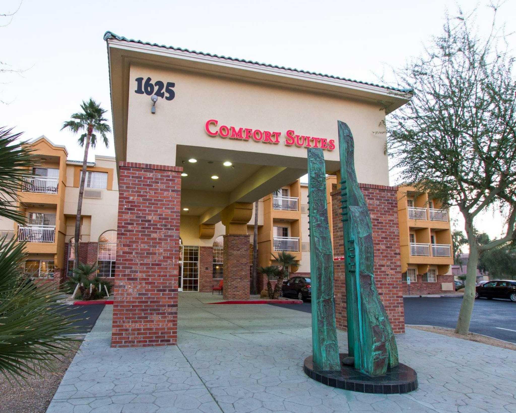 Comfort Suites Phoenix Airport image 0